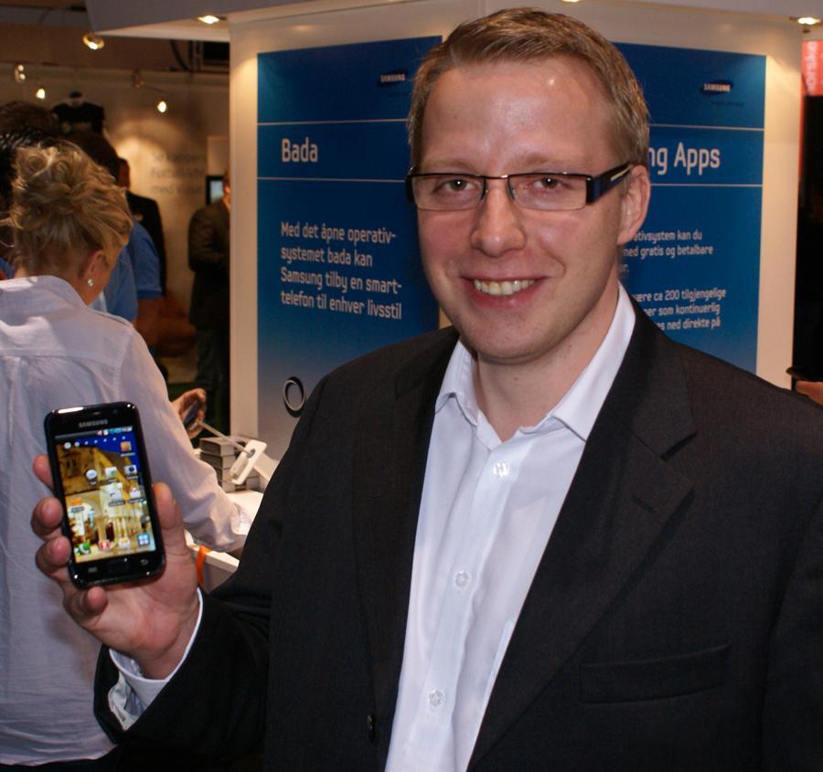 Markedssjef Tommy B. Jensen i Samsung med Galaxy S.