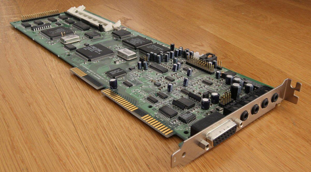 Sound Blaster AWE32, et ISA-lydkort med stiv pris og lengde på 33 cm.Foto: Vegar Jansen, Hardware.no