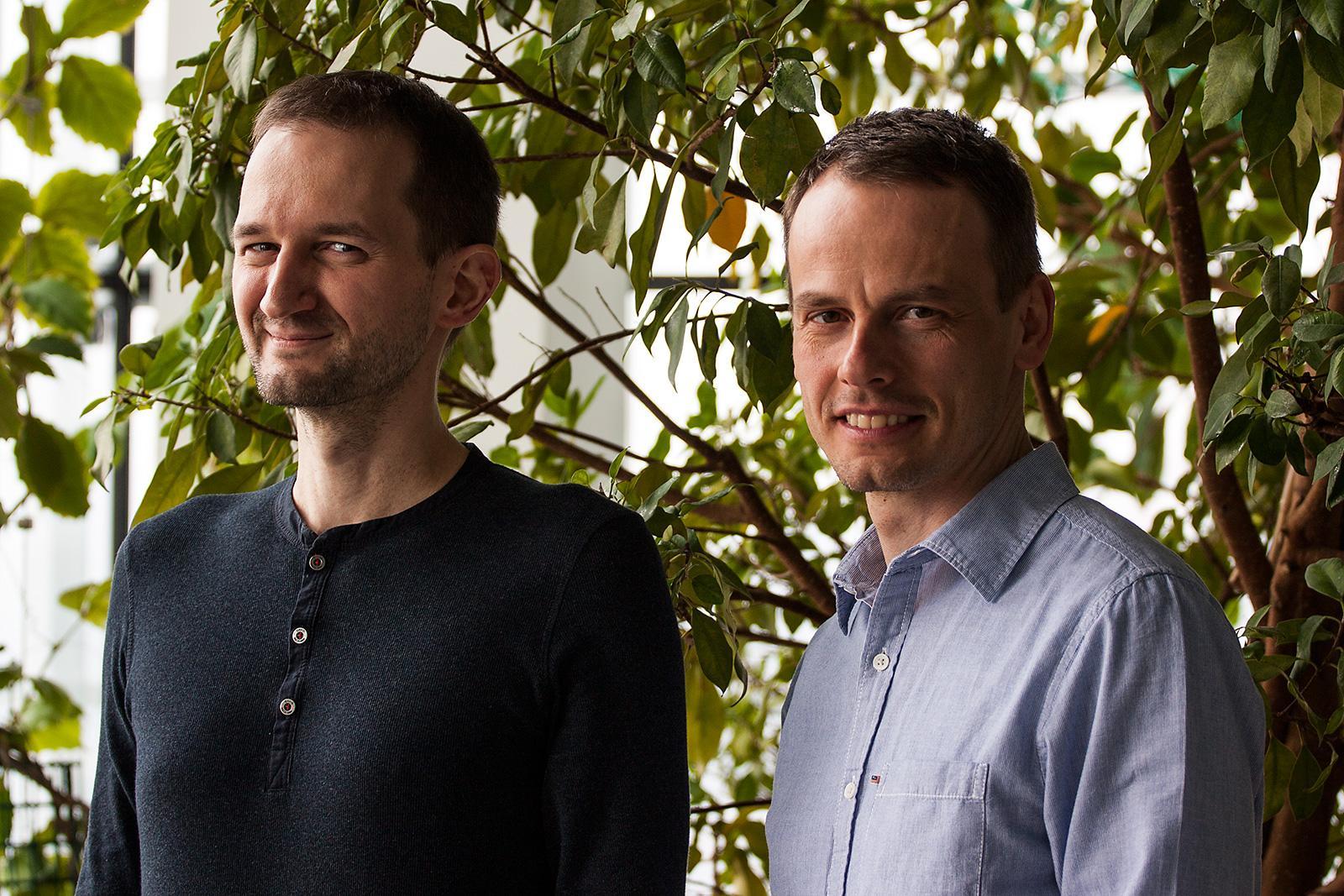 ESETs tekniske direktør Palo Luka, og konsernsjef Richard Marko, sier det er bra at flere land nå satser på å bekjempe kyberkriminalitet.Foto: Varg Aamo, hardware.no
