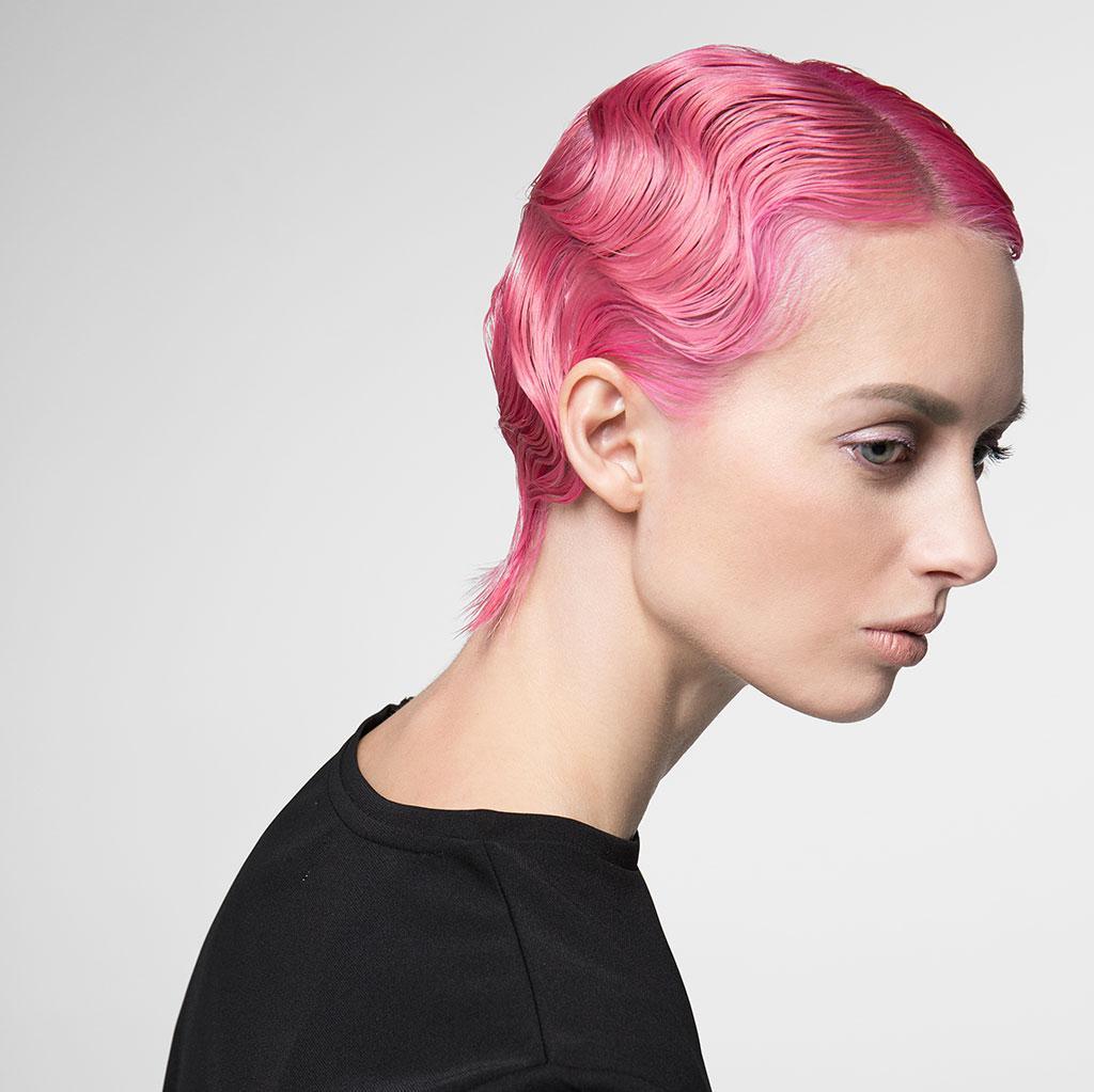 Bubbelgumsrosa hår är en av trenderna 2021