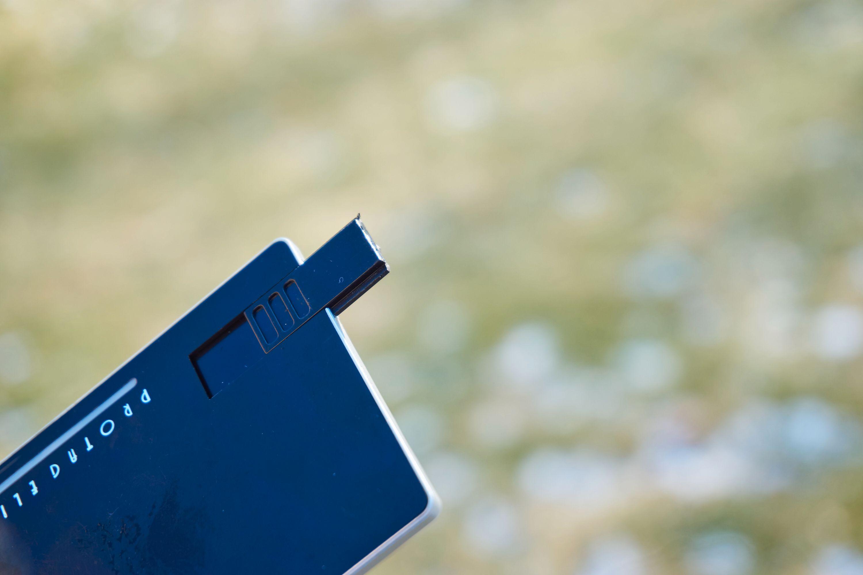 Protag Elite med USB.utgangen ute, baksiden.