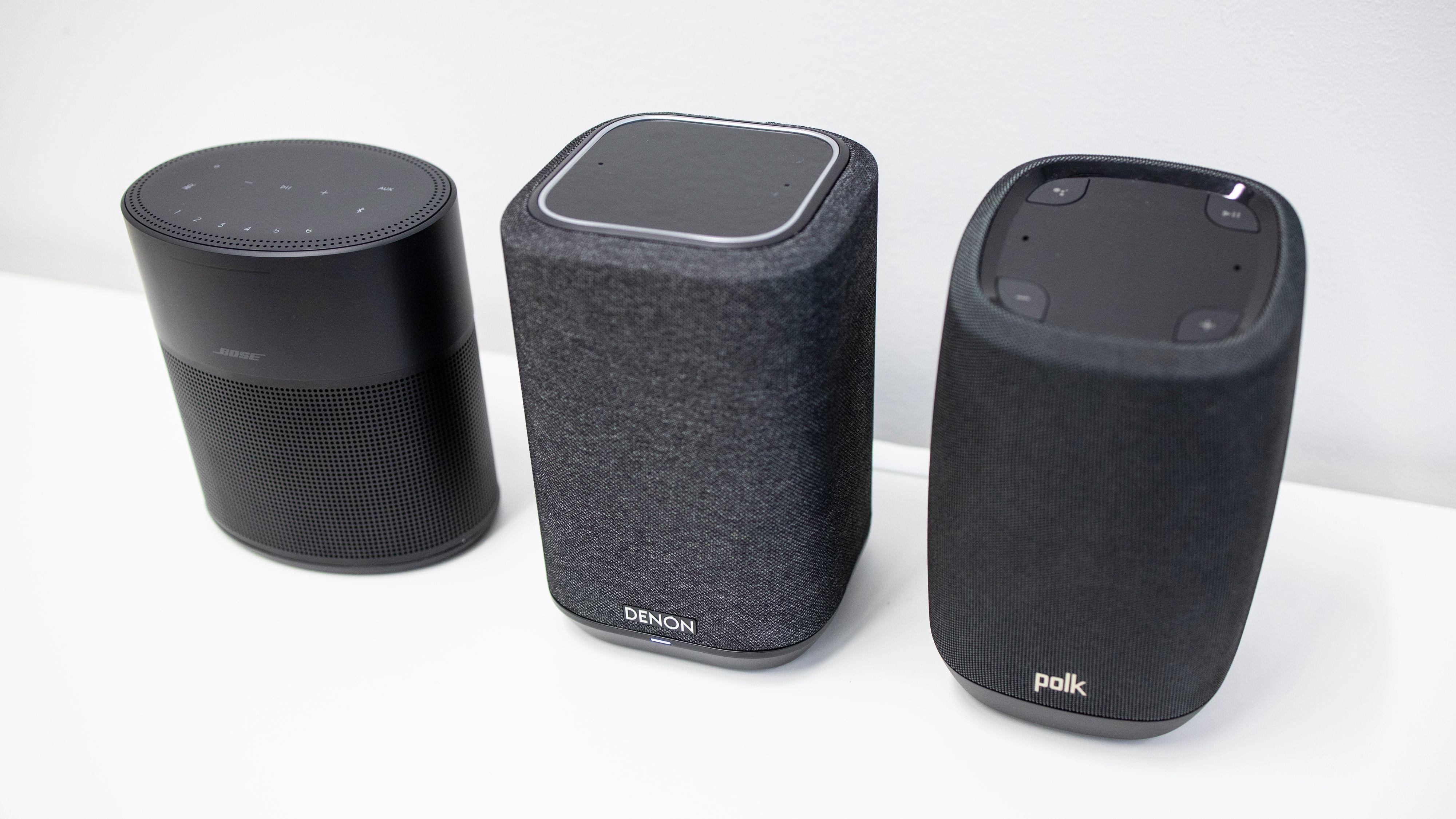 Denon Home 150 (i midten) sammen med Bose Home Speaker 300 og Polk Assist, to andre wifi-høyttalere omtrent i samme prisklasse.