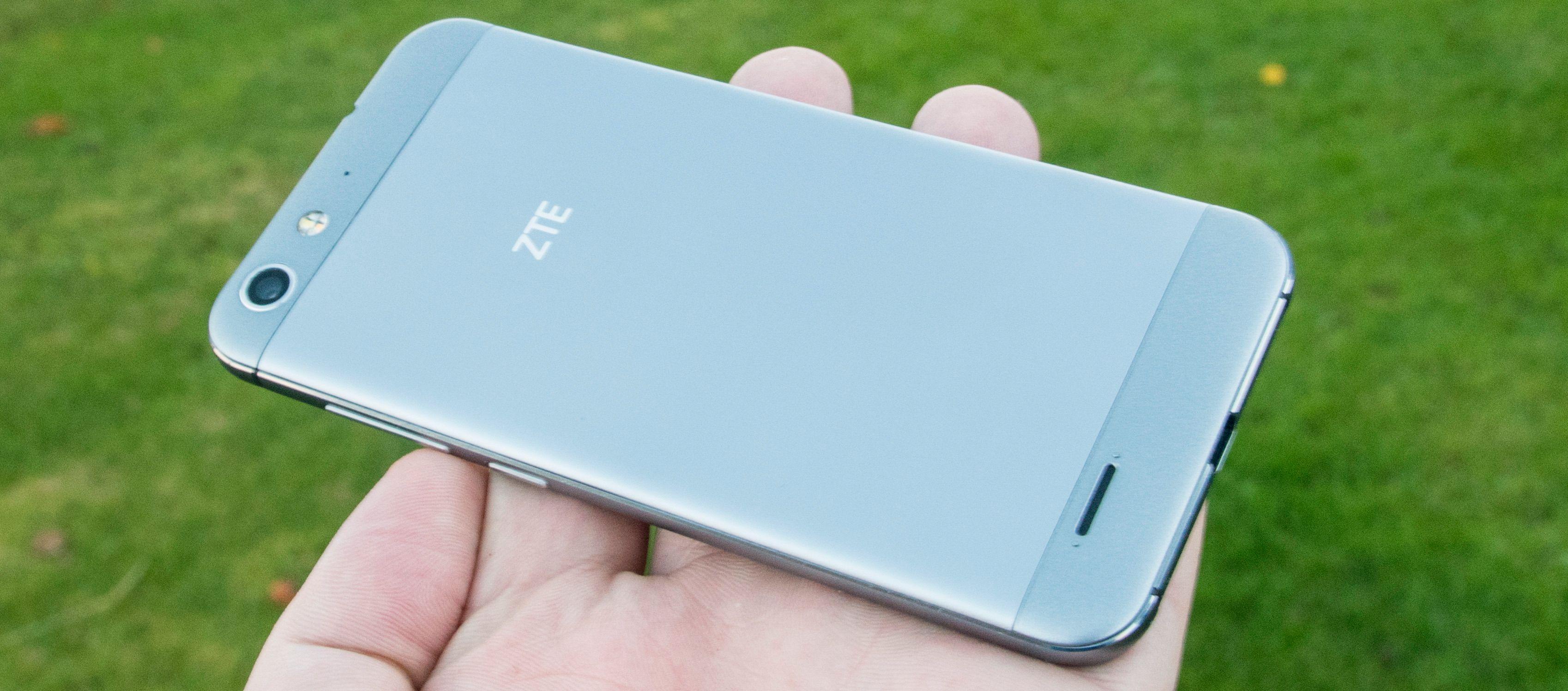 ZTE Blade V6 er usedvanlig pen å se til med tanke på at den koster rundt 2500 kroner i vanlig utsalg. Foto: Finn Jarle Kvalheim, Tek.no