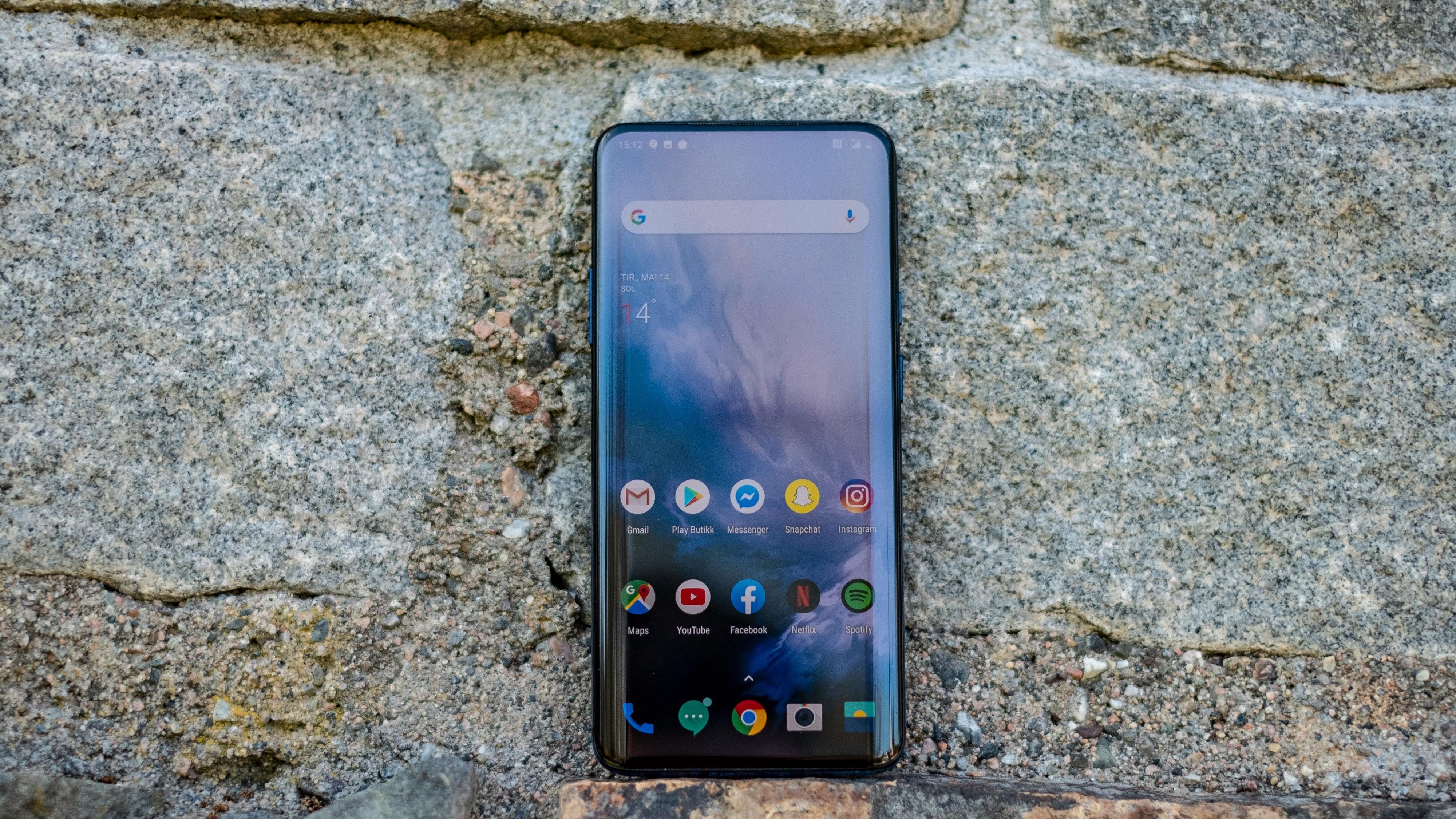 Menyene kaller OnePlus Oxygen OS, og slik det vanligvis er med kinesiske Android-telefoner kan du stille på det meste. Automatisk av- og påskruing av mobilen og en rekke valg for hvordan varsellinjen skal fungere er inkludert.