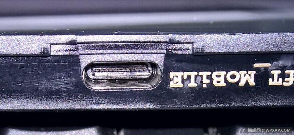 Bildene avslører at mobilen får den nye USB Type-C-standarden. Foto: WPXAP.com