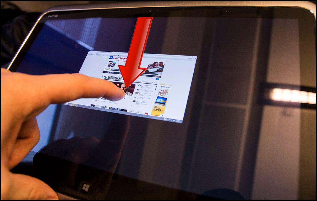 Har du åpnet en applikasjon kan du lukke den ved å dra fingeren fra toppen av skjermen. Vinduet vil så følge fingeren din helt til den kommer til bunnen av skjermen, og programmet lukkes.Foto: Hardware.no