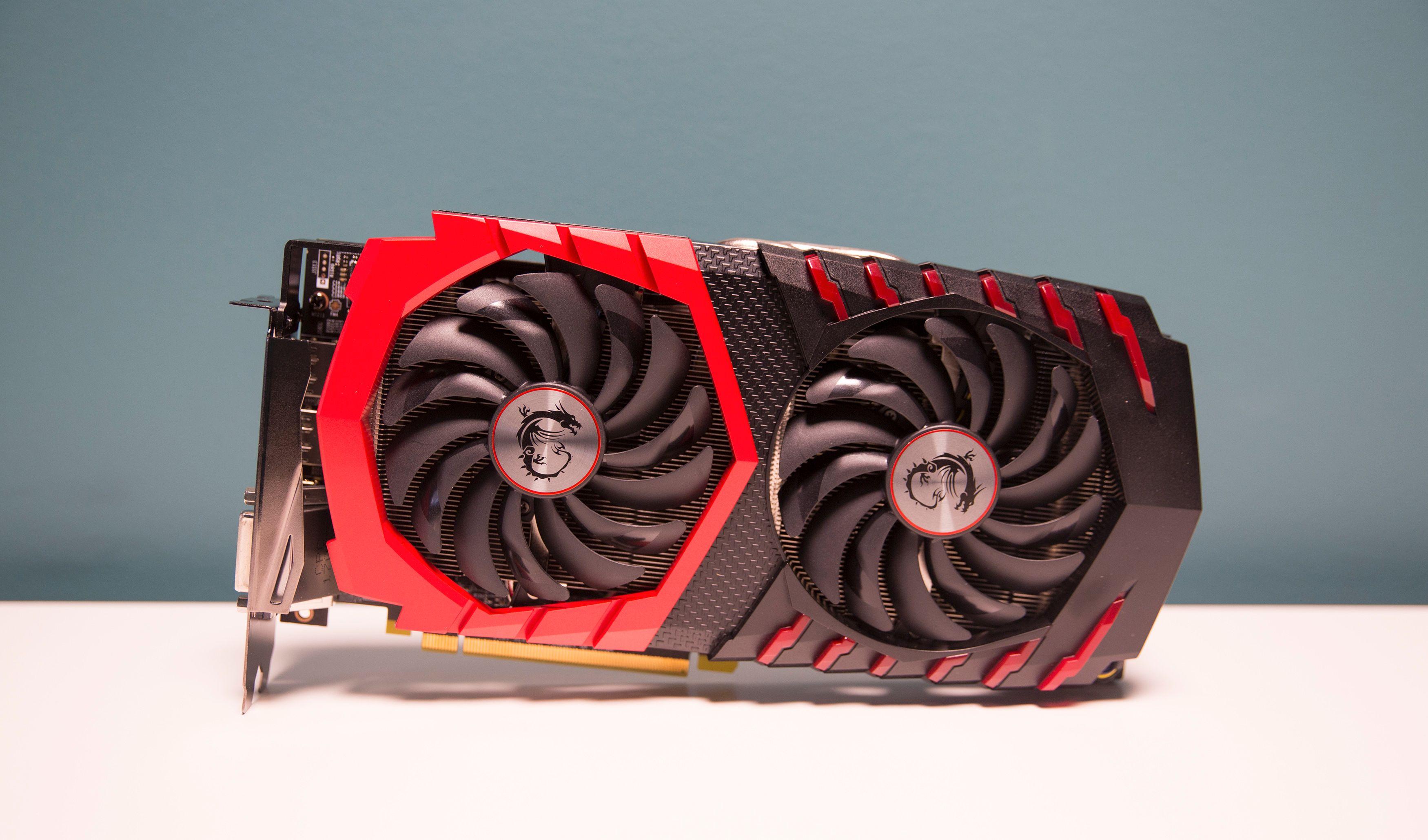 AMDs RX 580 8GB-brikke skiller seg ikke fra konkurrenten, GTX 1060 og tross en god kjøler fra MSI havner kortet mellom barken og veden. Vi har mer tro på 4GB-modellen til prisen.