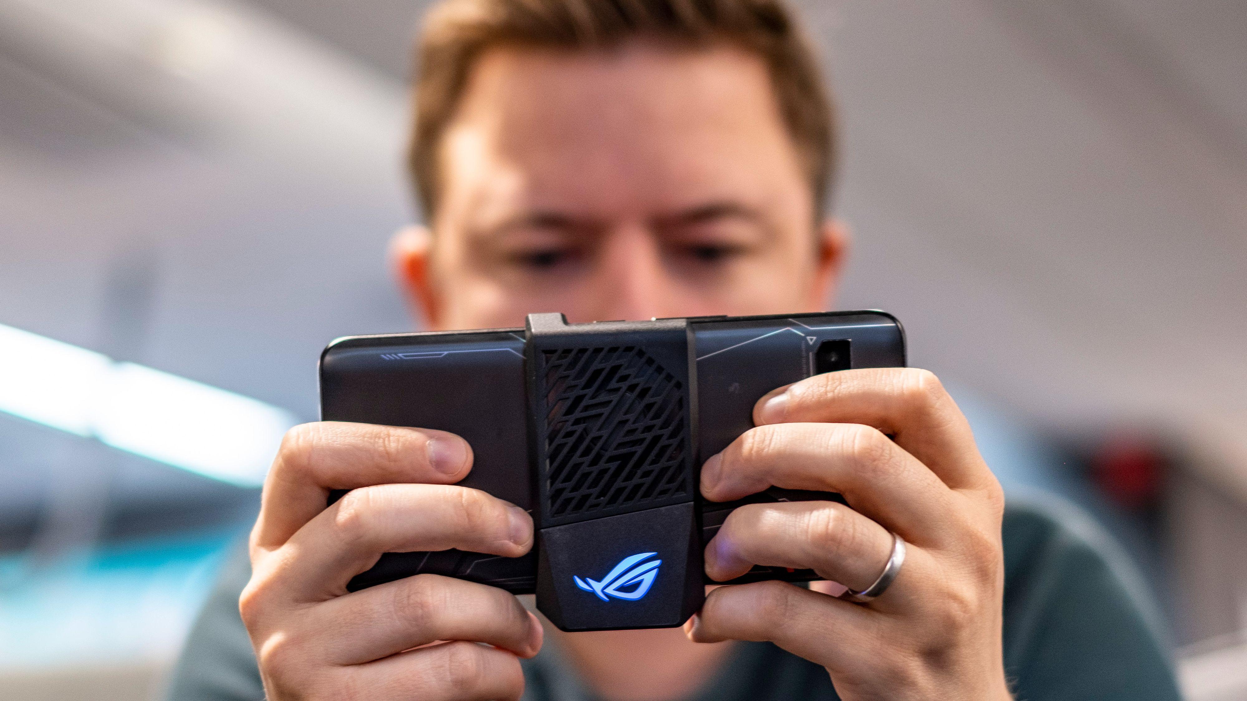 ROG Phone 2 er nydelig til spilling, og enda litt til