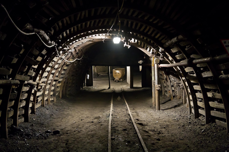 Man skaper nye bitcoin-er med «mining», gruvedrift, ved hjelp av ren maskinvarekraft.Foto: raifu/Shutterstock