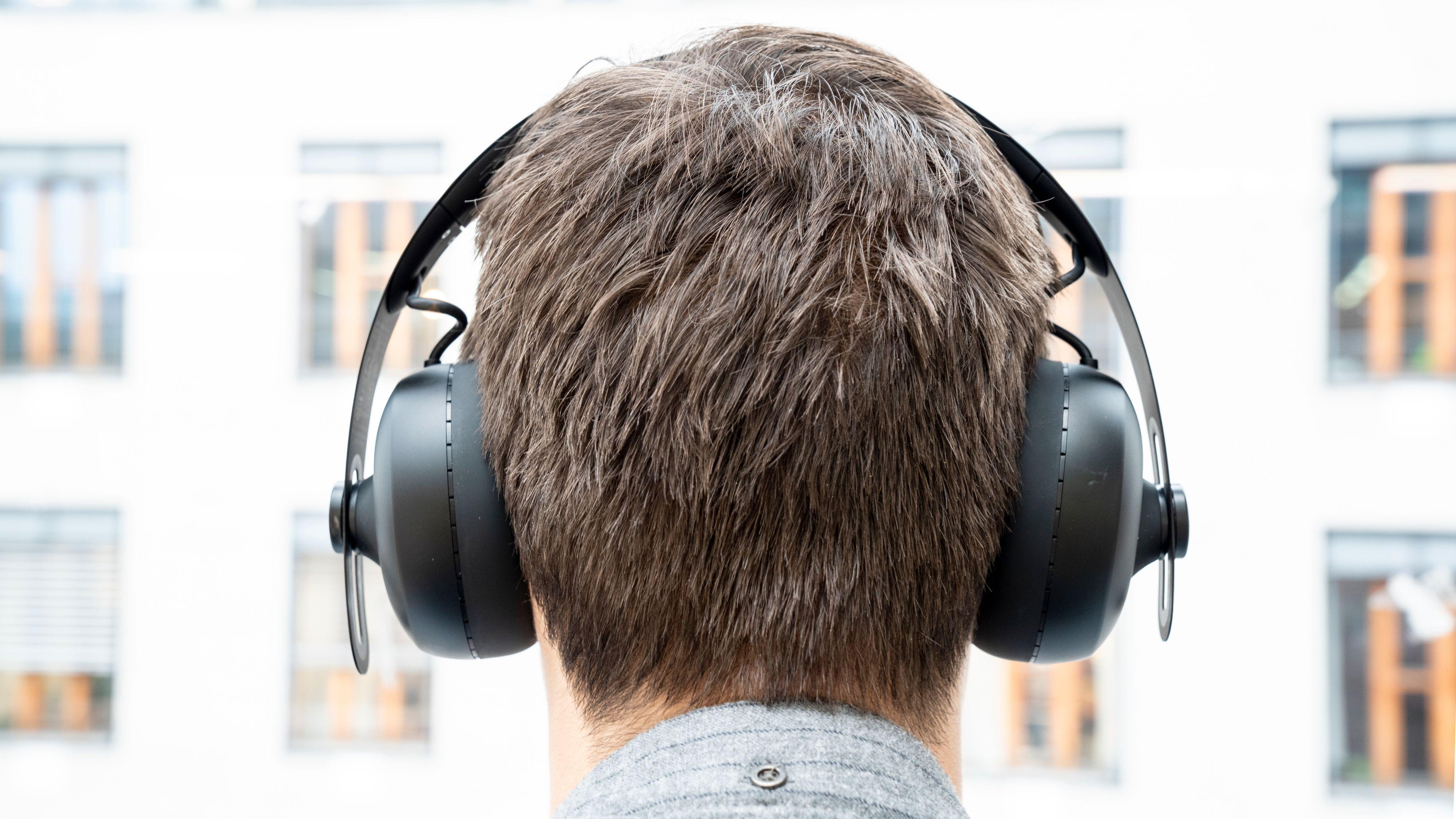 Nuraphone-hodetelefonene er omtrent like store som de fleste andre hodetelefoner til noen tusenlapper. Byggekvaliteten oppleves som god.