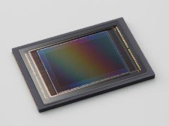 Canon CMOS APS-H 120 megapiksler.