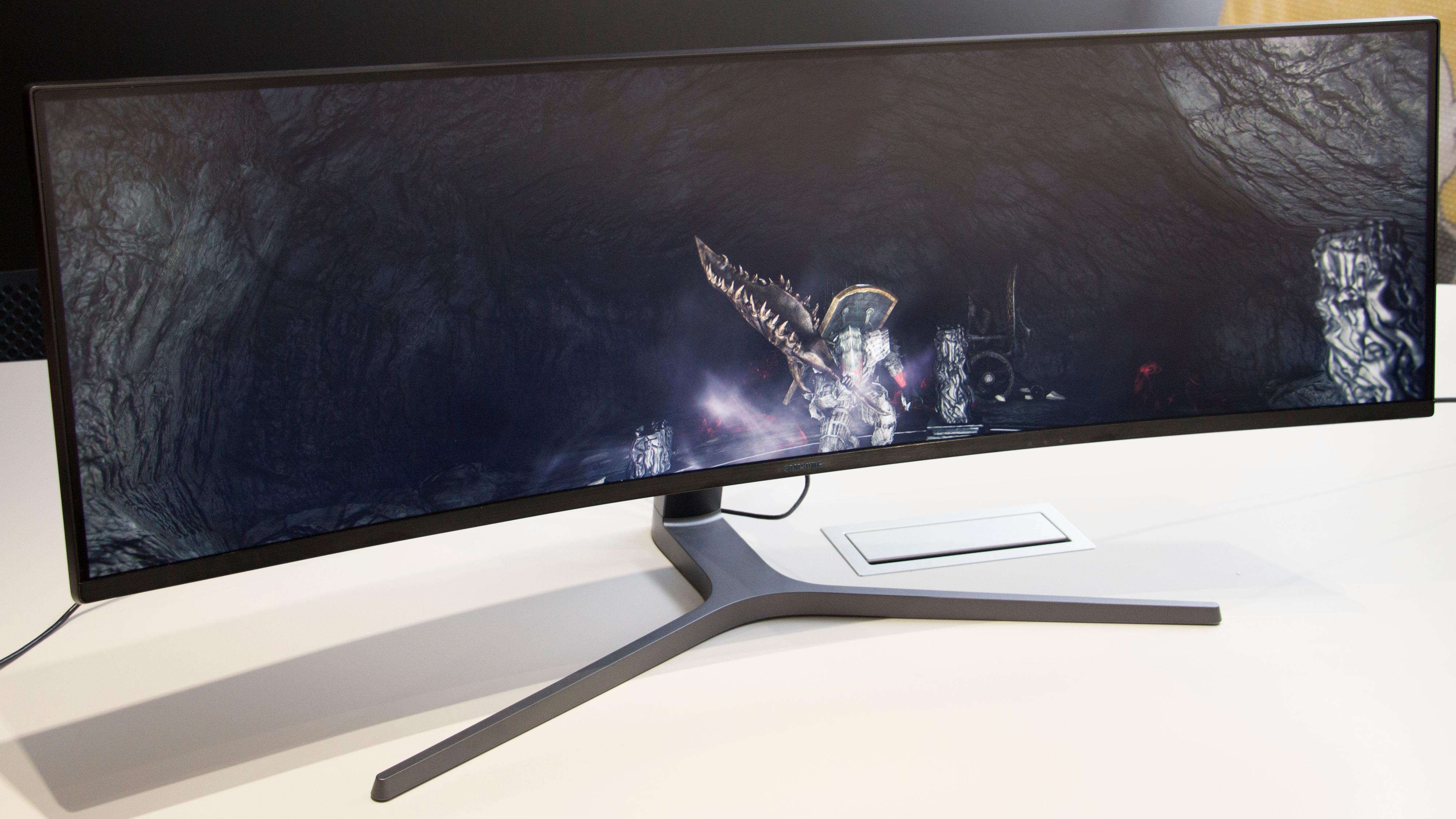 Selv om skjermen er gigantisk, er den fortsatt slank og lekker.