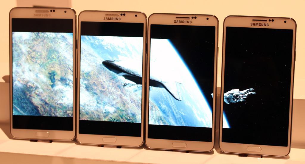 Her er funksjonen du aldri vil trenge - se film på stor skjerm satt sammen av flere eksemplarer av Galaxy Note 3. Foto: Espen Irwing Swang, Amobil.no