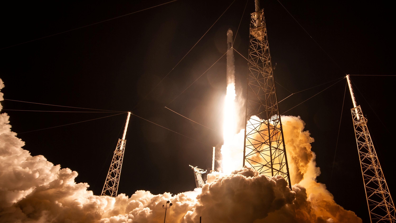 SpaceX viser frem mini-satellittene som skal gi Internett over hele kloden