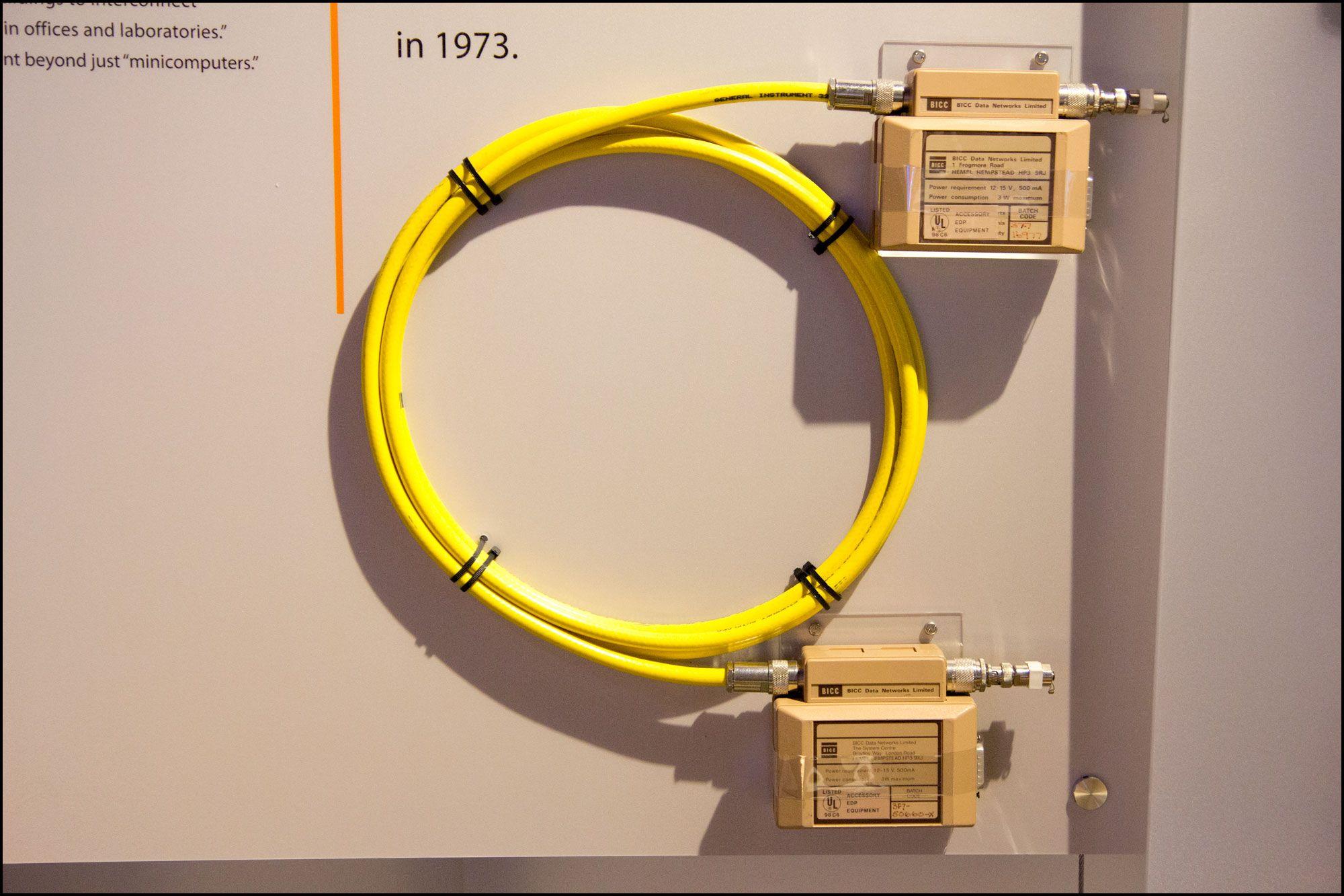 En prototype på en nettverkskabel, fra 1983.Foto: Jørgen Elton Nilsen/Hardware.no