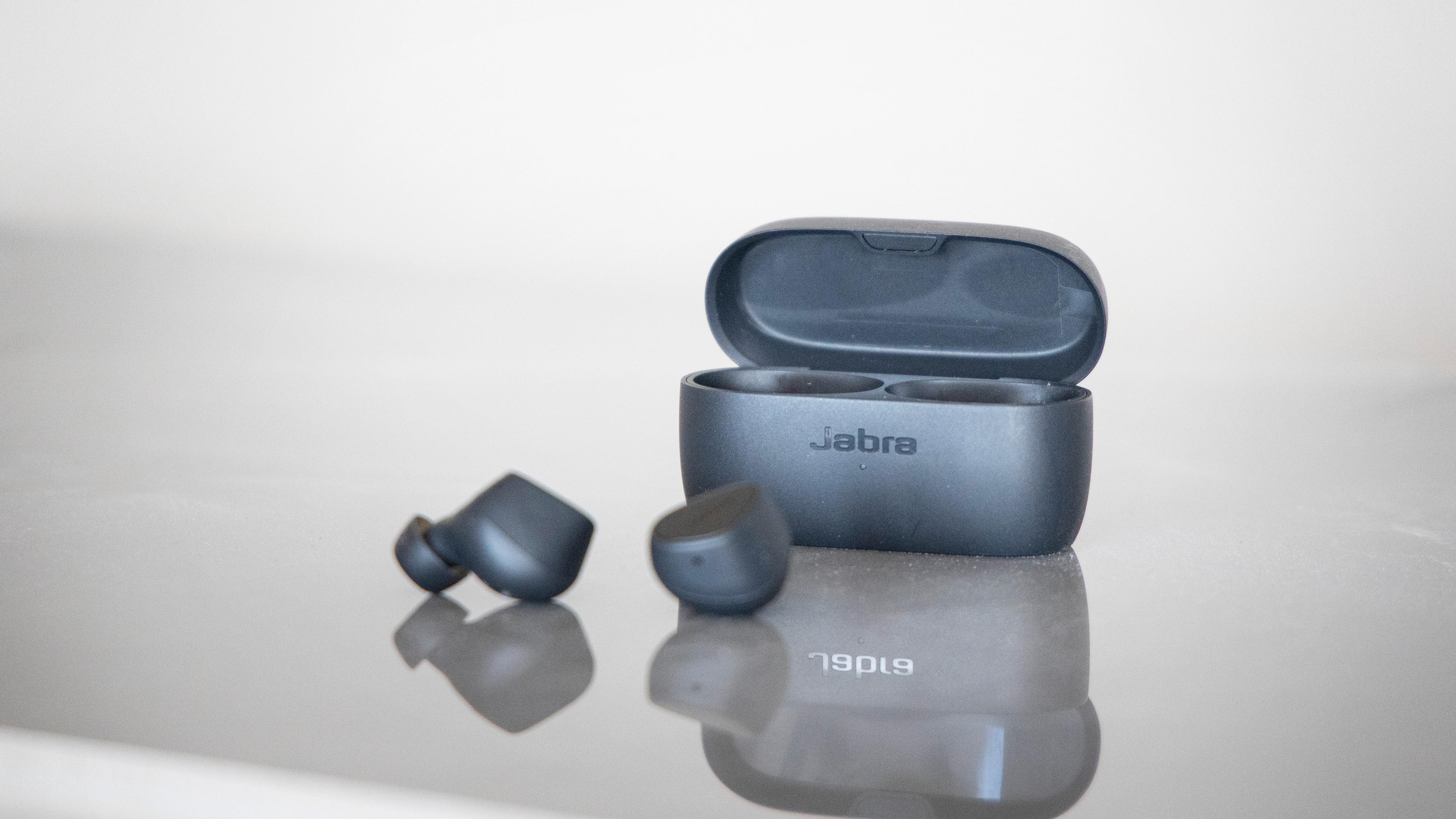 Jabra Elite 3 er Jabras nye og betydelig rimeligere par med true wireless-propper.