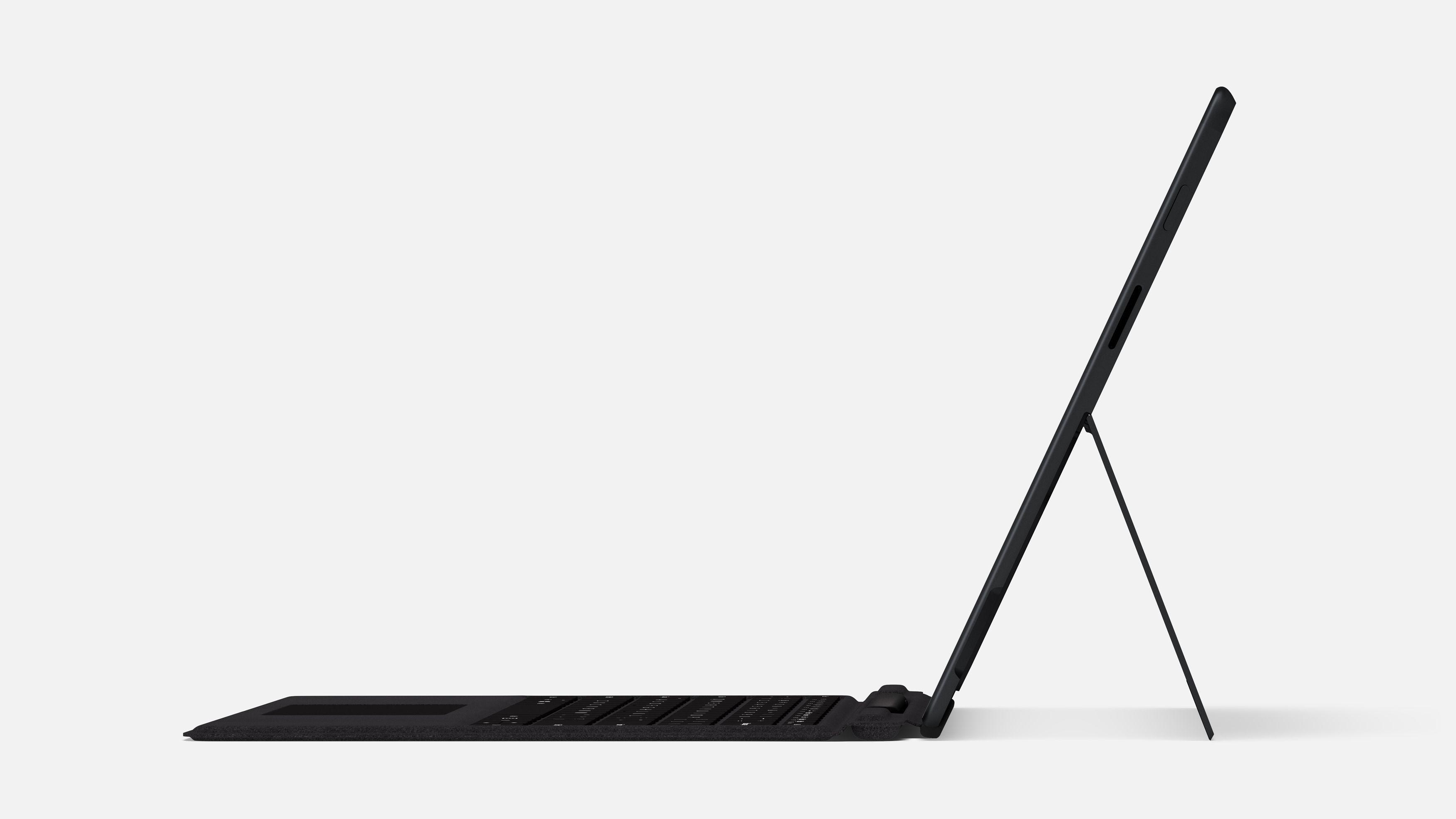 Surface Pro X er både tynnere og lettere enn Pro7. Foto : Microsoft
