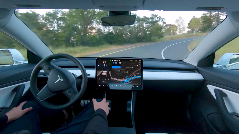 Tesla sier du kan tjene flere hundre tusen i året når de slipper taxitjeneste