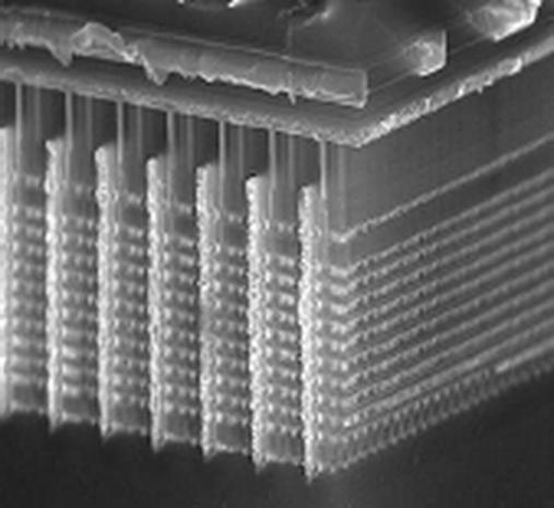 En vanlig minnecelle sett fra siden. Dataene lagres i ett lag, og ladningen ligger øverst i bildet.Foto: Samsung