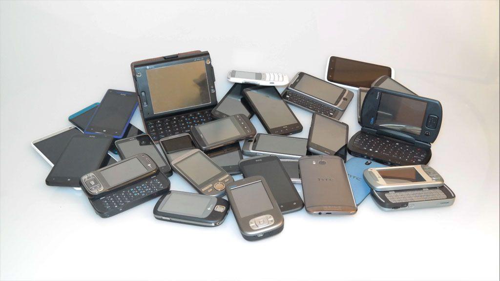 Flere av disse HTC-telefonene kjører Windows. Men i det siste har HTC bare levert Android-mobiler i Europa. Foto: Espen Irwing Swang, Tek.no