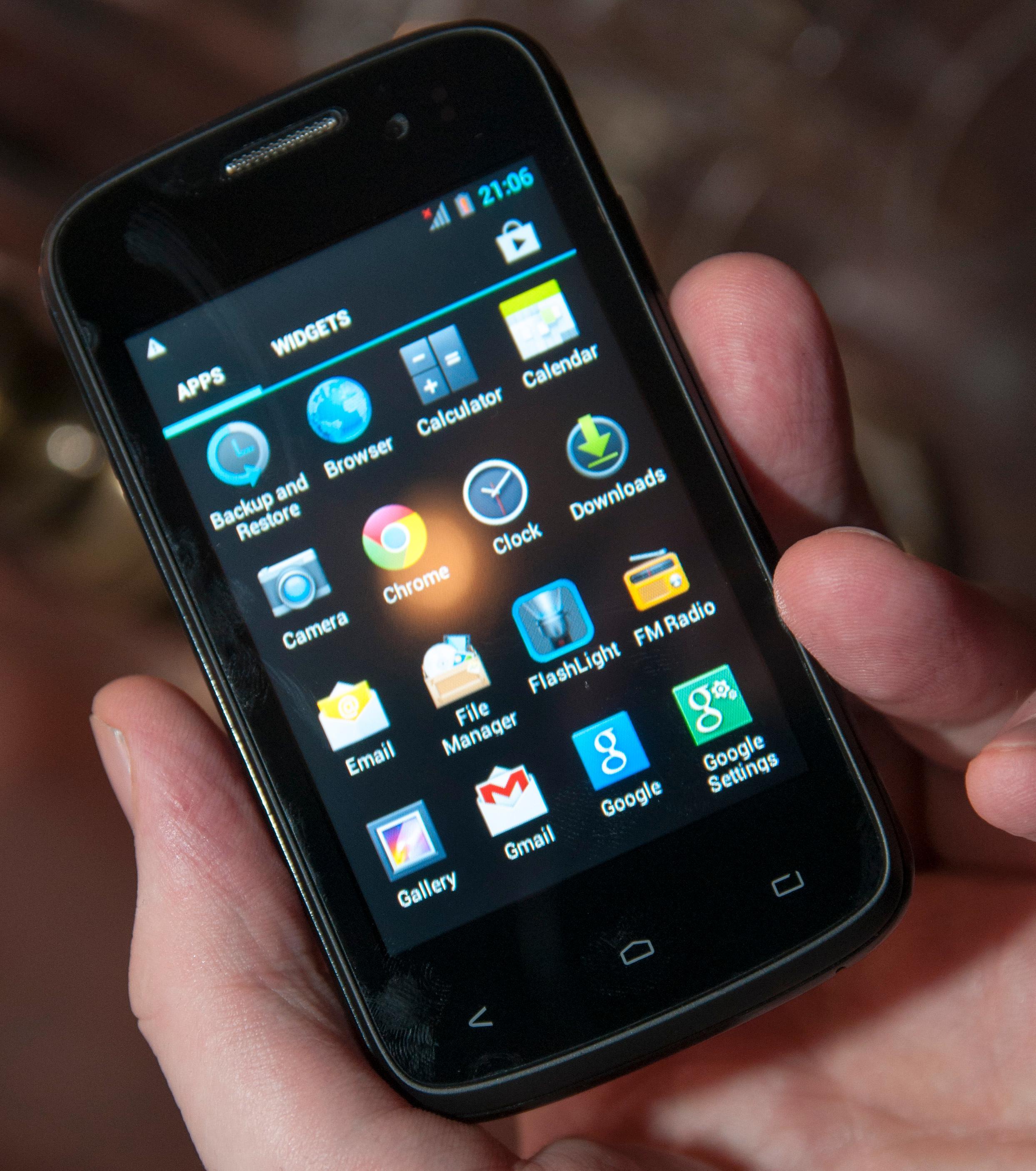 Kazam Trooper X3.5 er minstemann ut av de nye telefonene. Med en oppløsning på bare 480 x 320 piksler, blasse farger, og dårlig innsynsvinkel, er den milevis fra noen toppmodell. Men, den kan bli svært prisgunstig.Foto: Finn Jarle Kvalheim, Amobil.no
