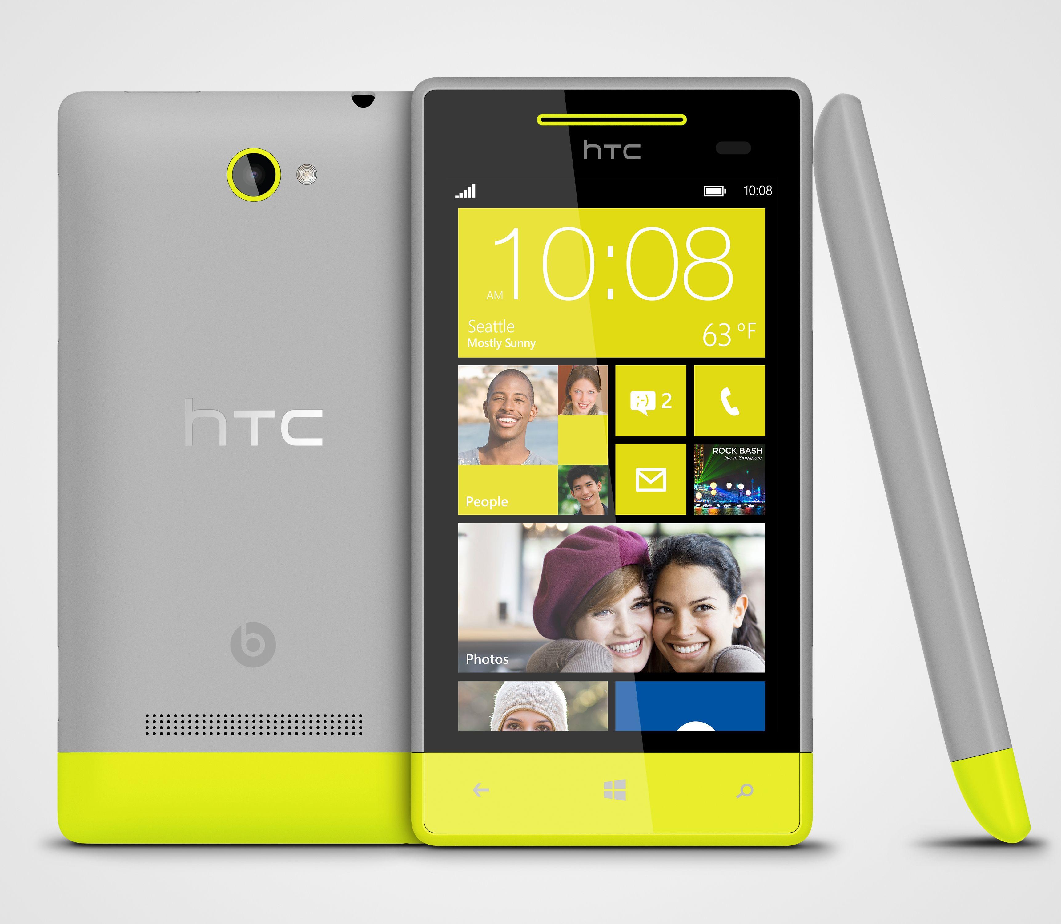 Her ser du HTC 8S fra alle kanter. Telefonen er delt nederst, og noen av modellene har to farger på dekselet..