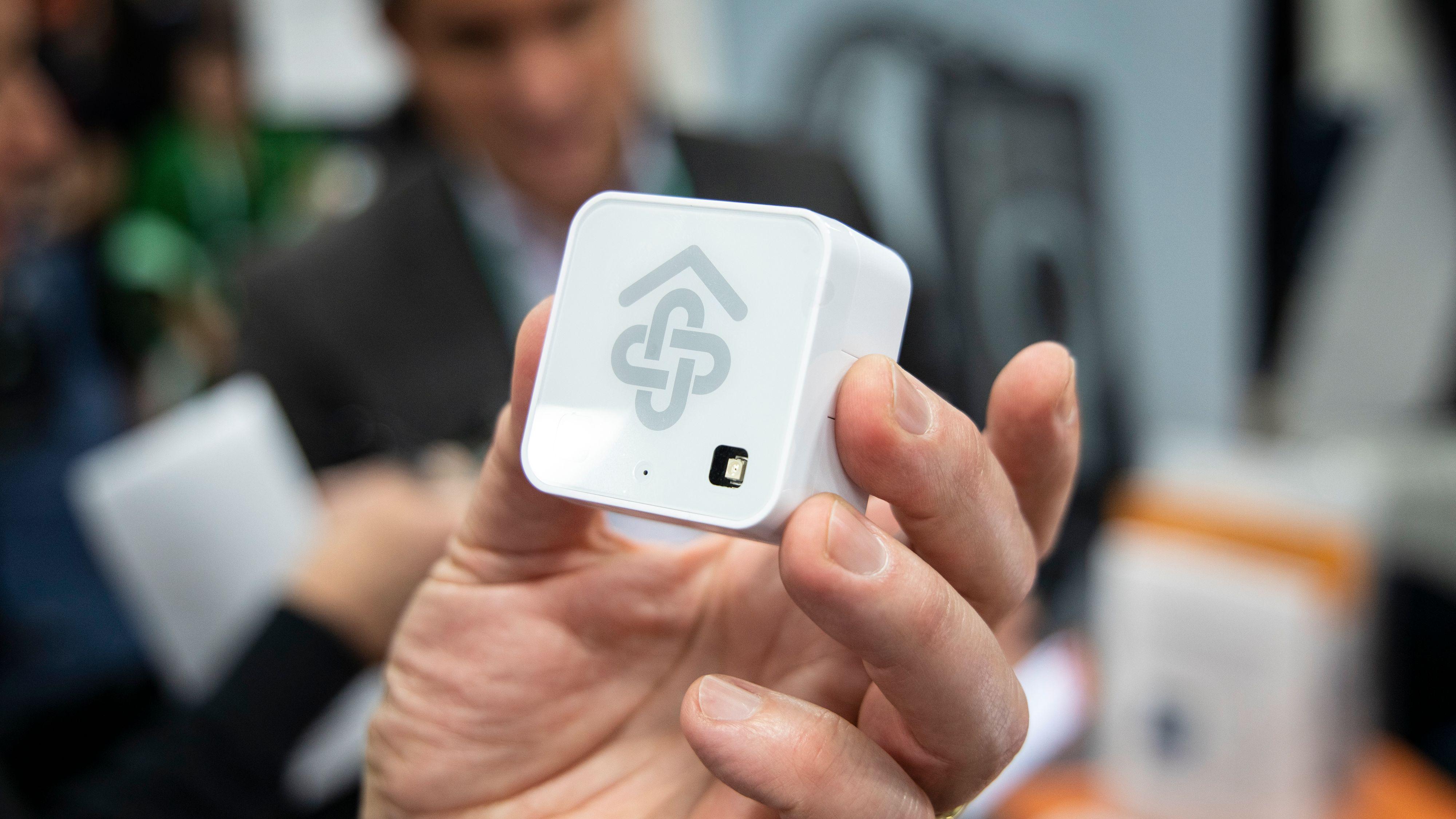 Slike sensorer settes opp i ulike rom, og så brukes informasjonen til å avgjøre hvor den eldre oppholder seg i løpet av dagen.