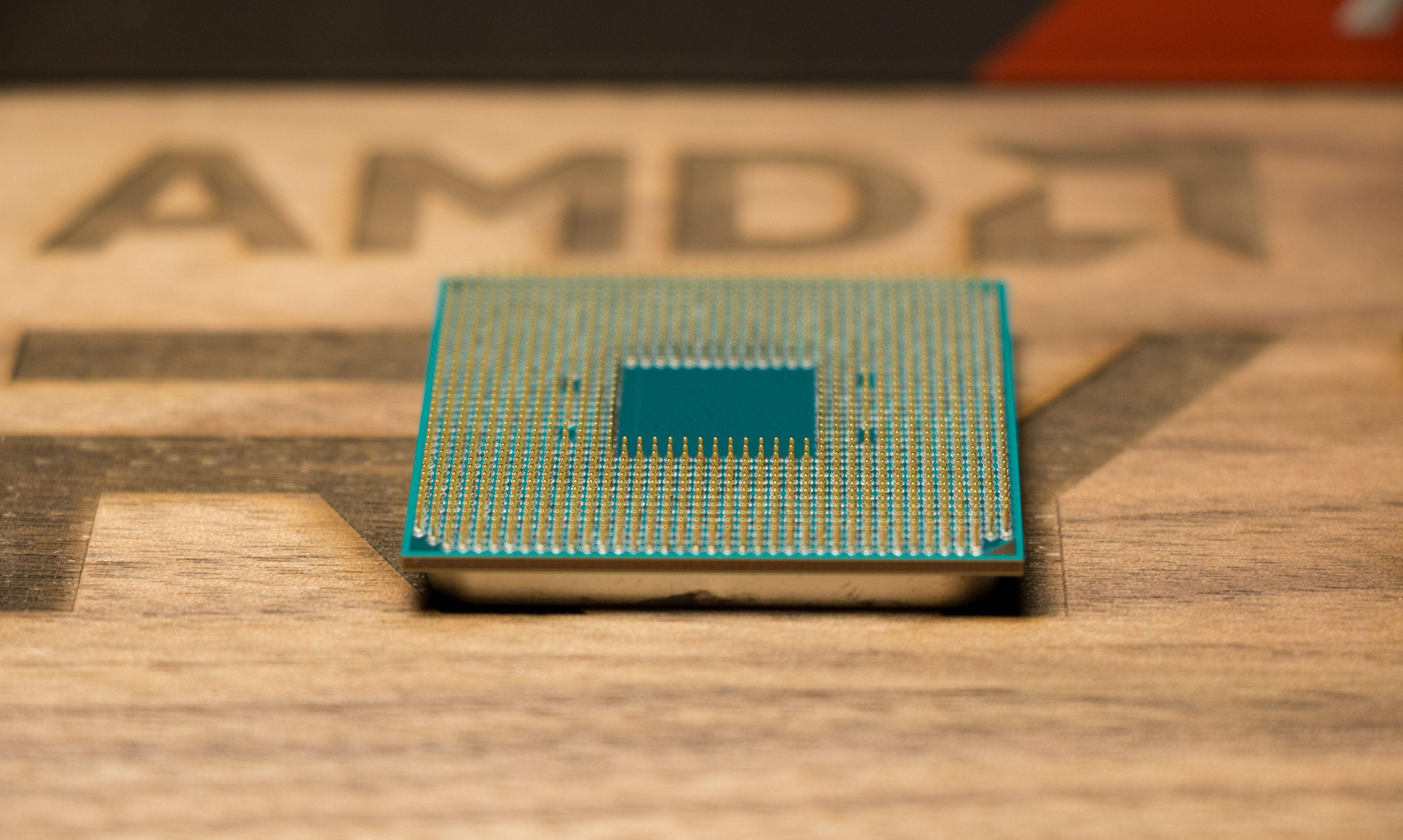AMD Ryzen 7 1800X har også en underside.