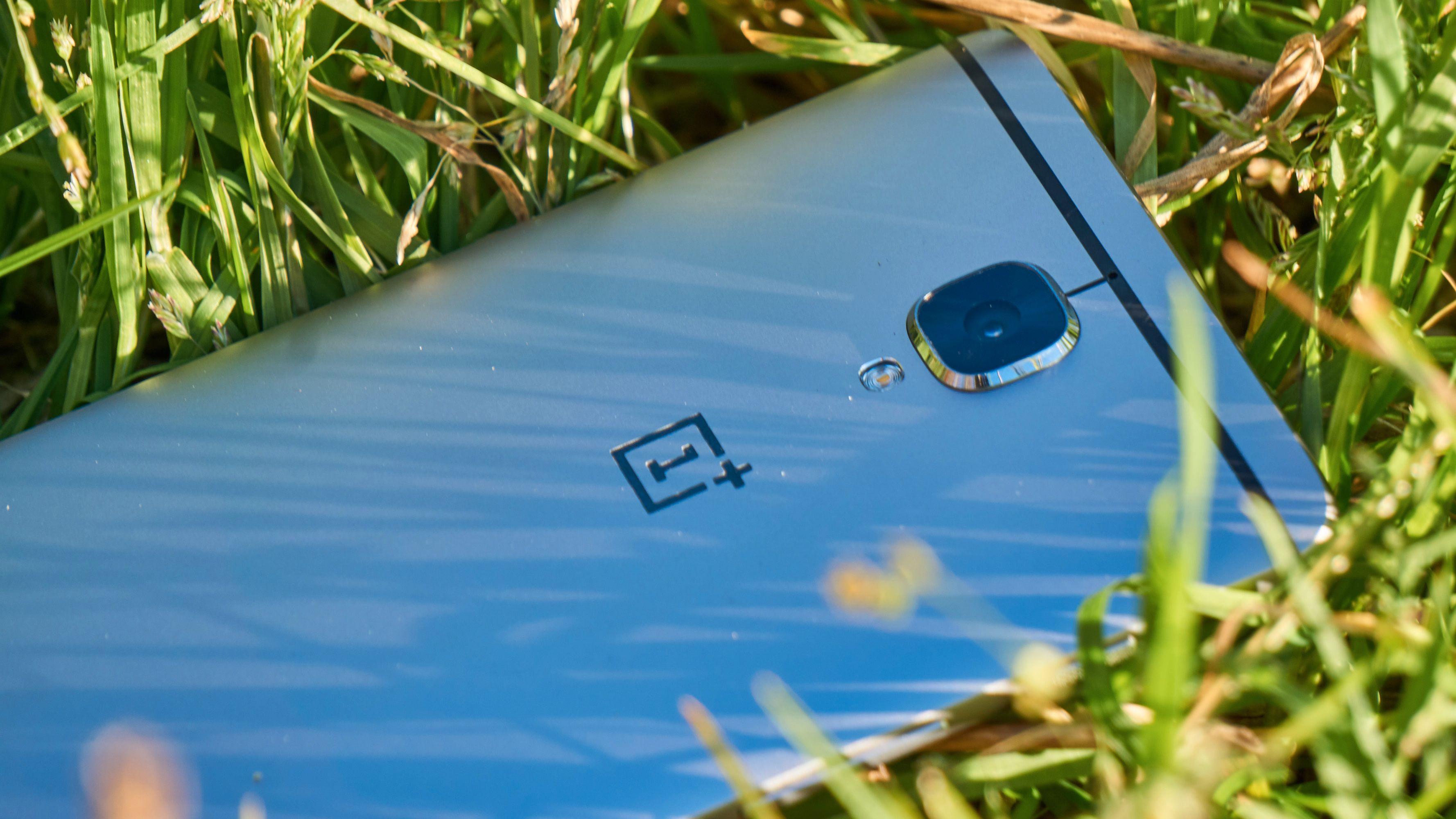 Designen er fortsatt lik i nye OnePlus 3T. Alt av endringer har skjedd på innsiden.