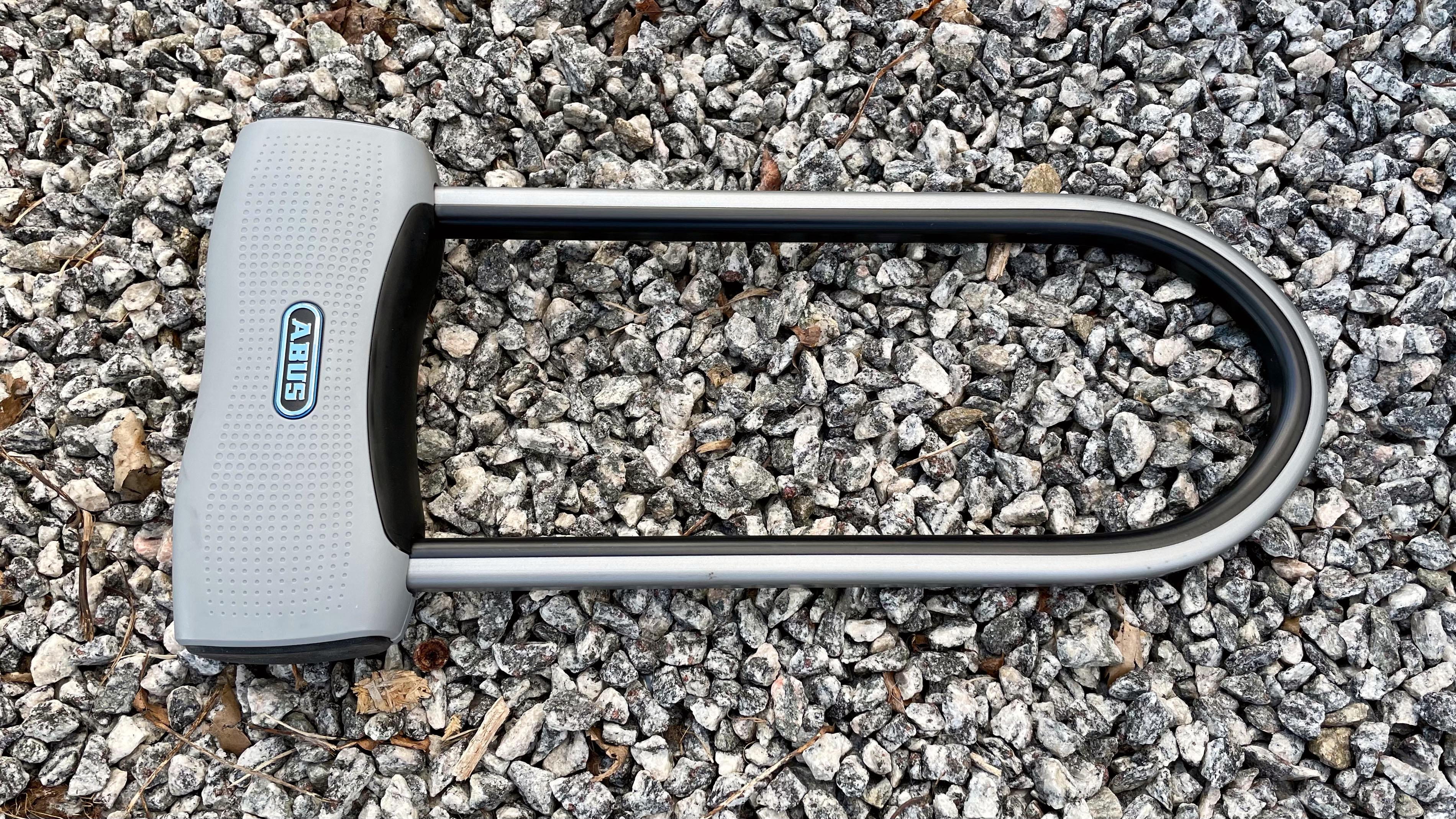 Bøylelåser kommer også i en rekke varianter. Her ser du Abus sin SmartX 770A som brukes med app, og har alarm.
