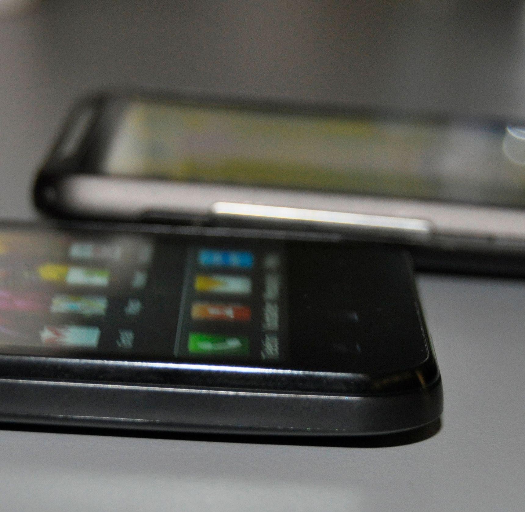 Optimus Black er betydelig tynnere enn mange andre kraftige multimedietelefoner.