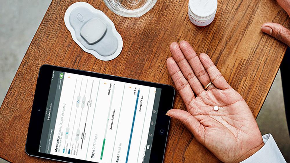 På innsiden av denne pillen er det en bitteliten sensor som melder ifra om den er spist eller ikke