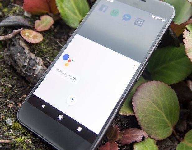 Google Assistant lar deg samtale med telefonen og gi kommandoer til smarthusartikler.