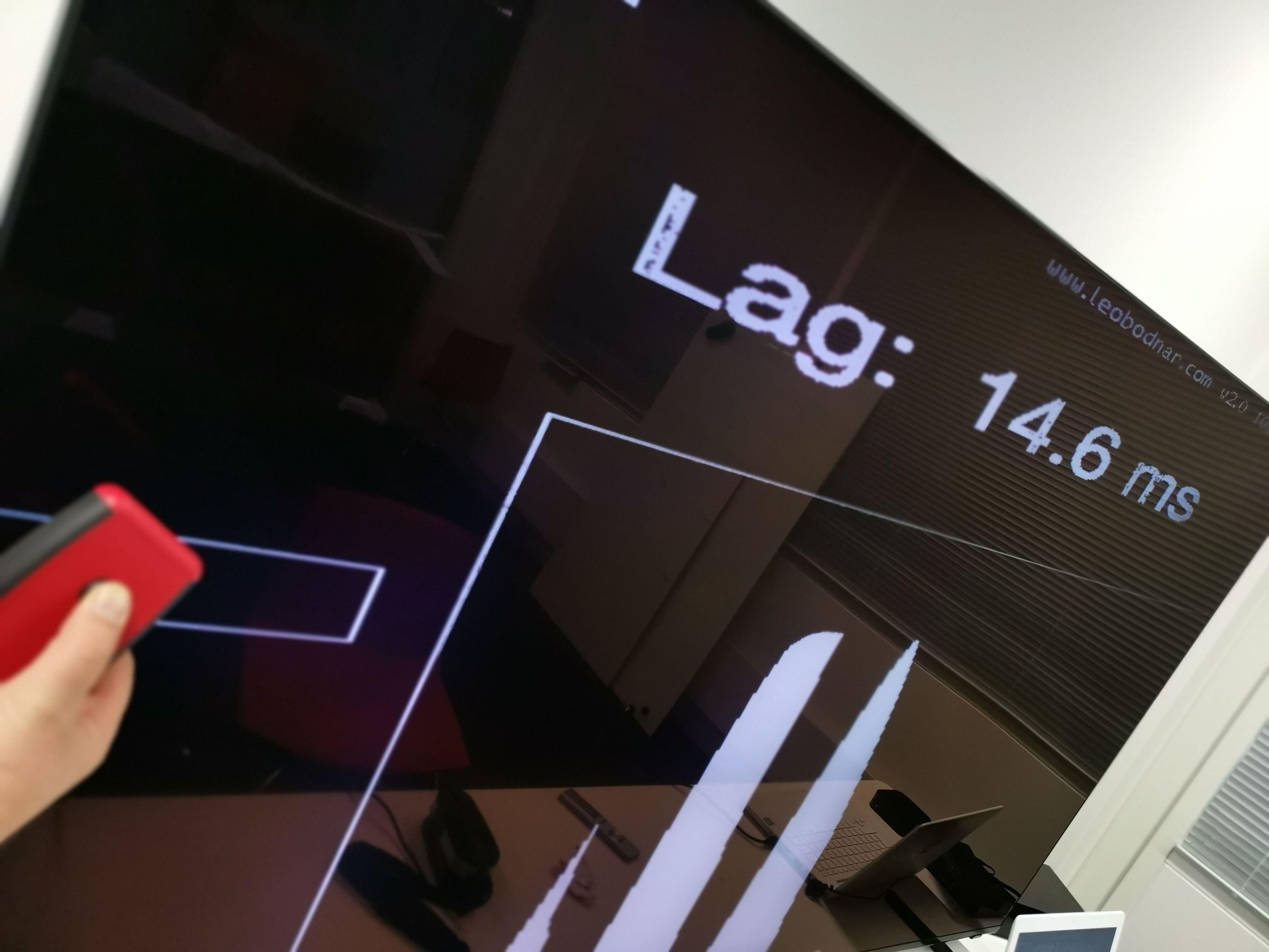 Inputlagen er lav på denne skjermen, og gjør at den egner seg godt til å spille på.