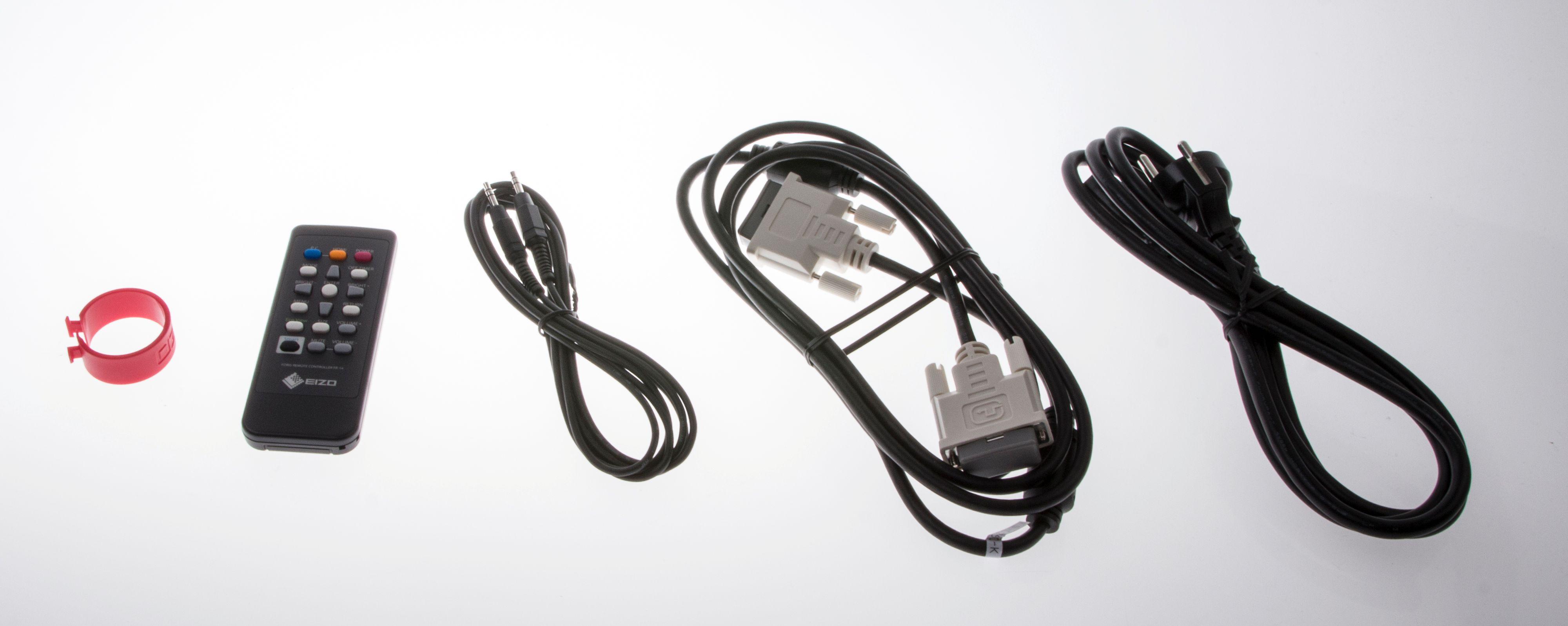 Ingen HDMI-kabel, men DVI-kabel fulgte i hvert fall med. Lengst til venstre er det en liten kabelholder du kan feste på baksiden av skjermfoten.Foto: Niklas Plikk, Hardware.no