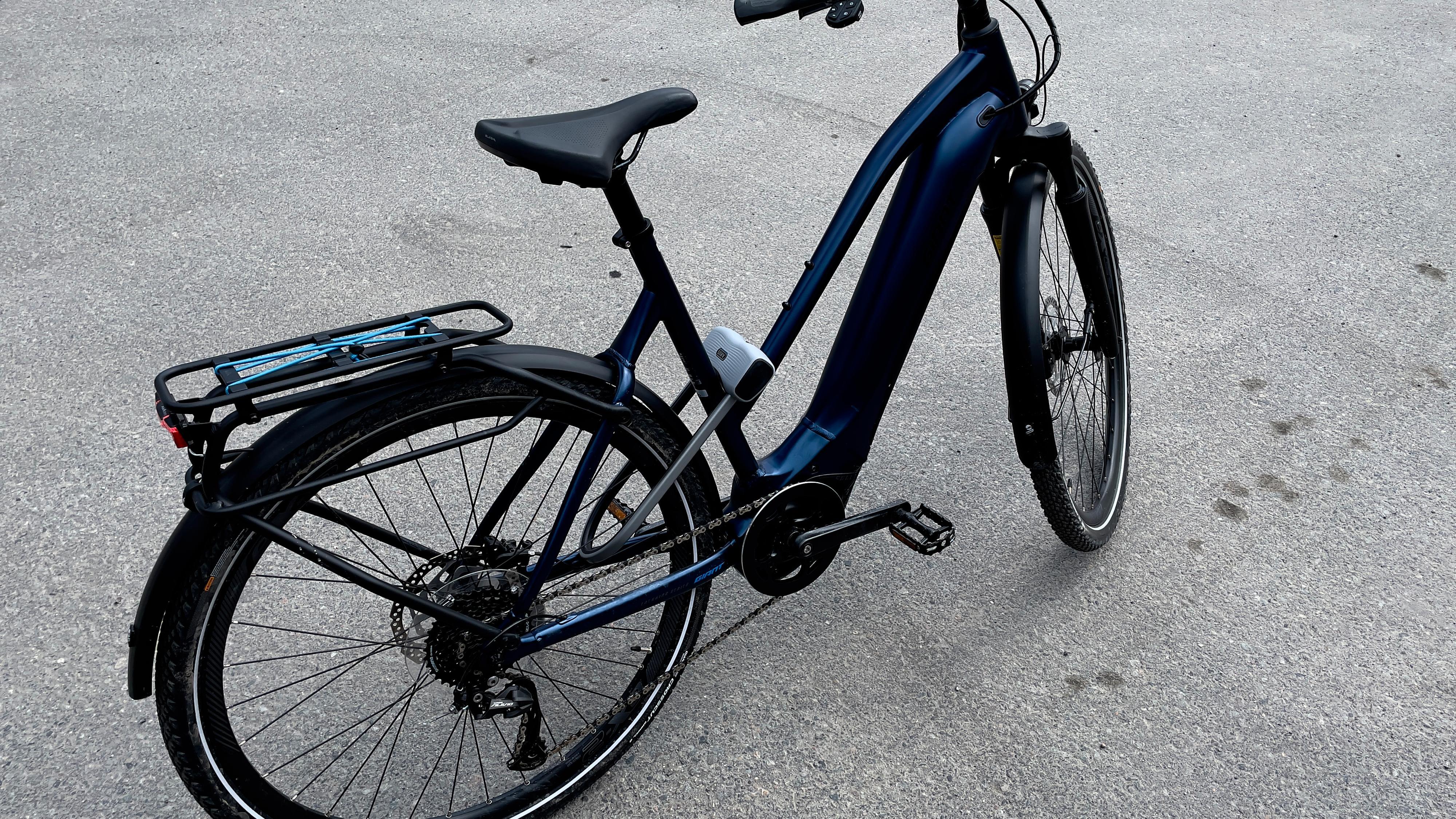 En lås på bare sykkelen er langt bedre enn ingen lås, men det er likevel mulig å bære med seg sykkelen.