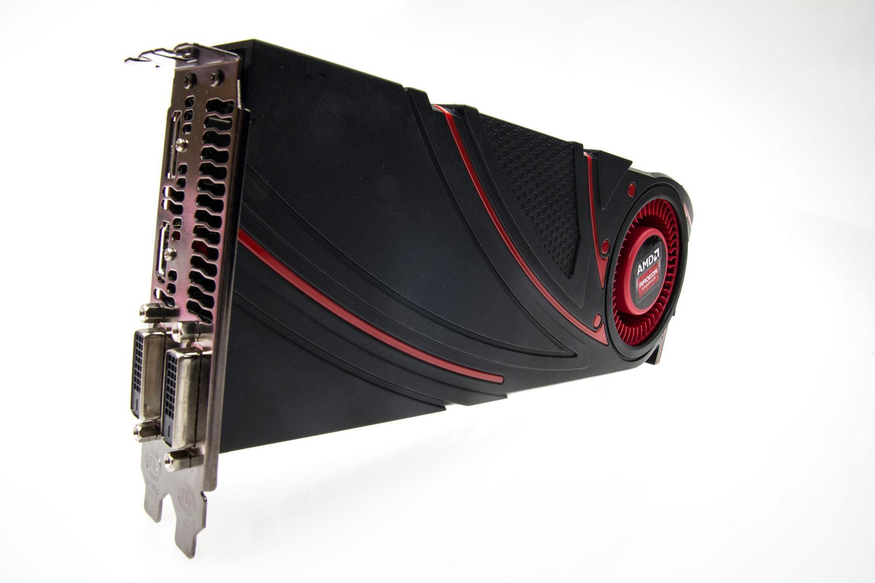 AMD Radeon R9 290 er helt identisk med Radeon R9 290X – i alle fall utenpå.Foto: Varg Aamo, Hardware.no