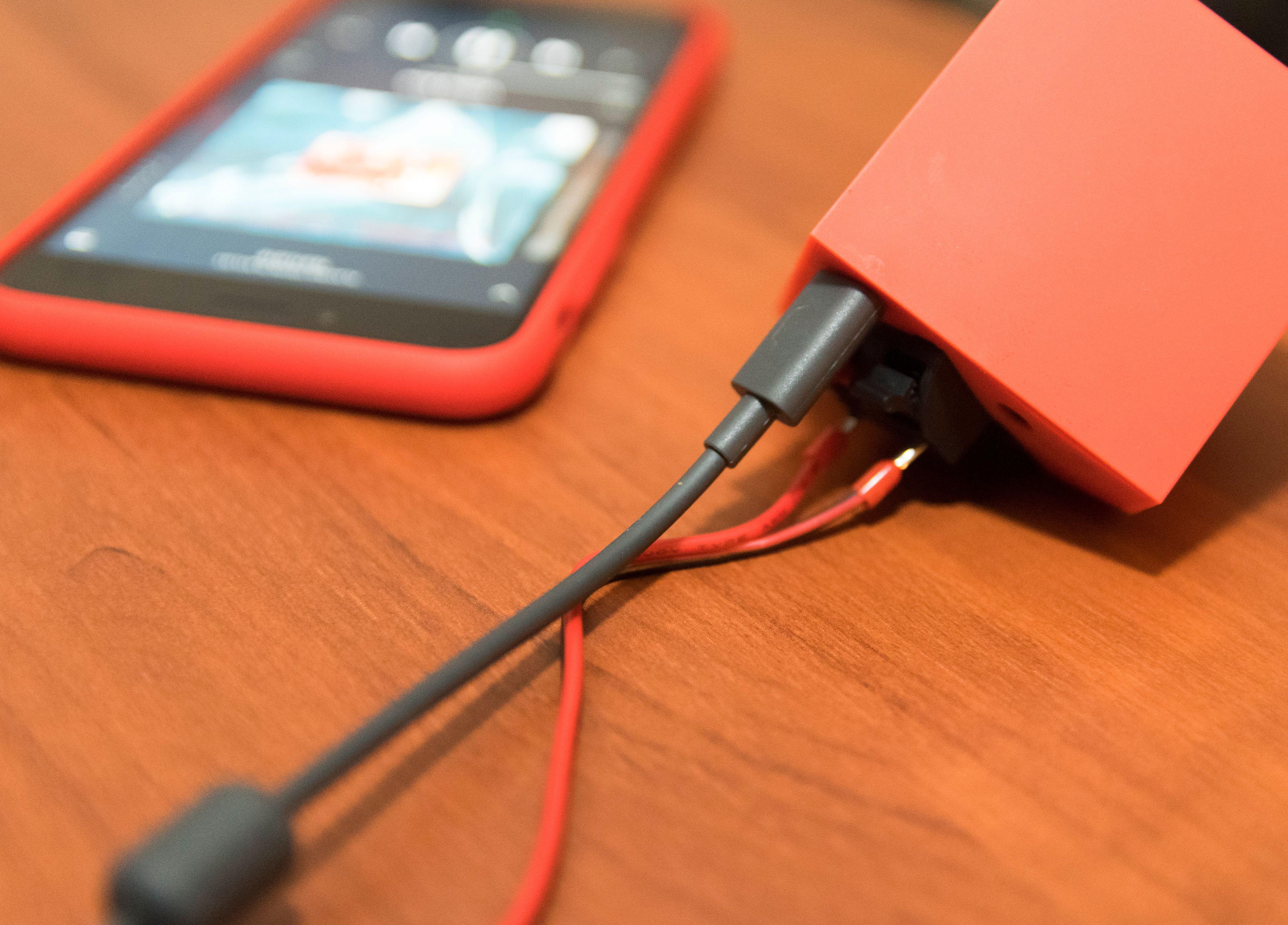 The Vamp kan brukes på batteridrift alene, eller kobles til en mobillader. Foto: Finn Jarle Kvalheim, Tek.no
