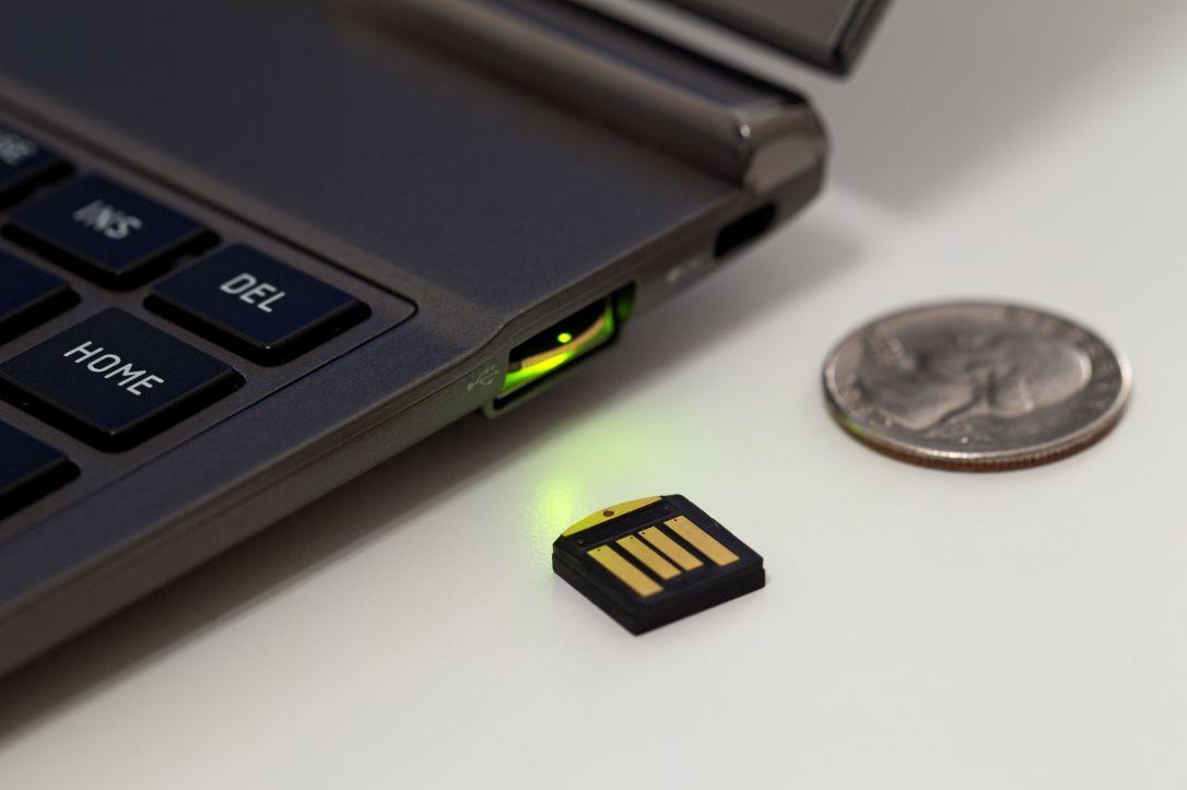 YubiKey er et USB-kort Google eksperimenterer med for å gjøre kontoene dine tryggere.Foto: Yubico
