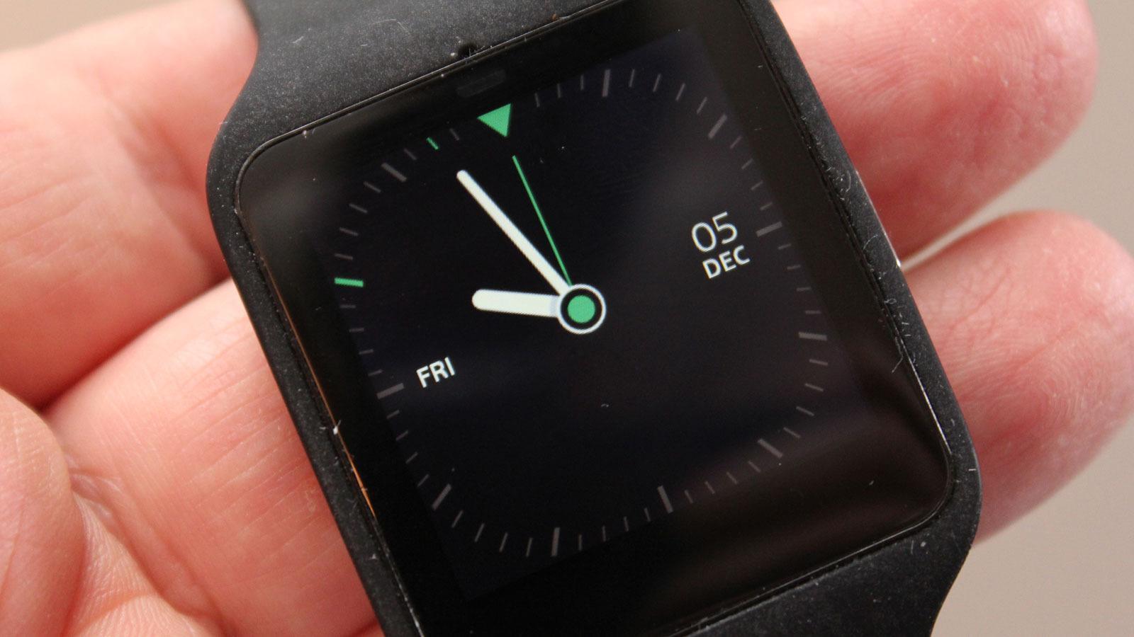 Dette er standard analog tidsvisning. Litt sprekere klokkeskiver kan lastes ned fra Google Play.Foto: Espen Irwing Swang, Tek.no