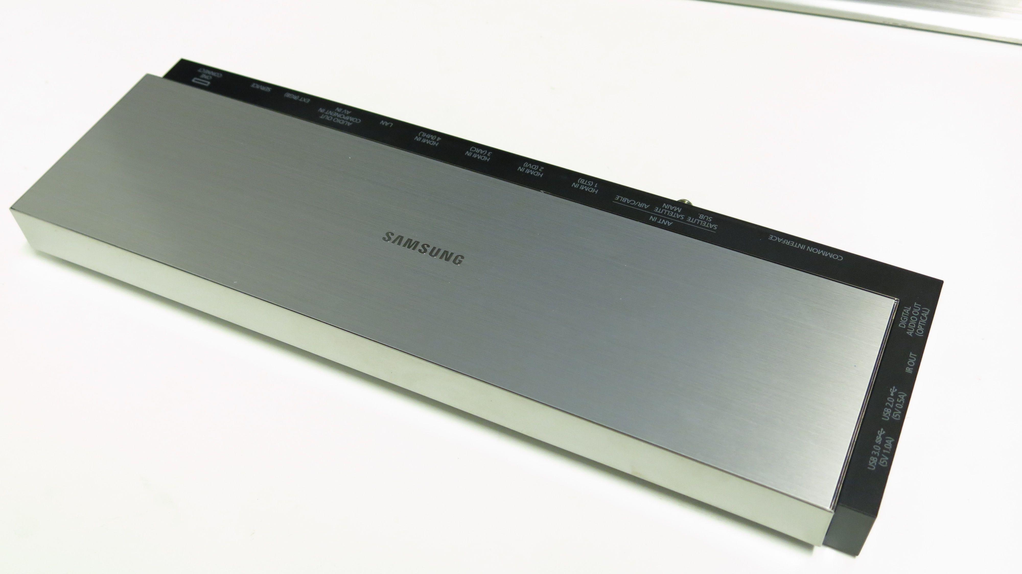 Denne boksen tar seg av alle enhetene du kobler til TV-en.Foto: Ole Henrik Johansen / Hardware.no