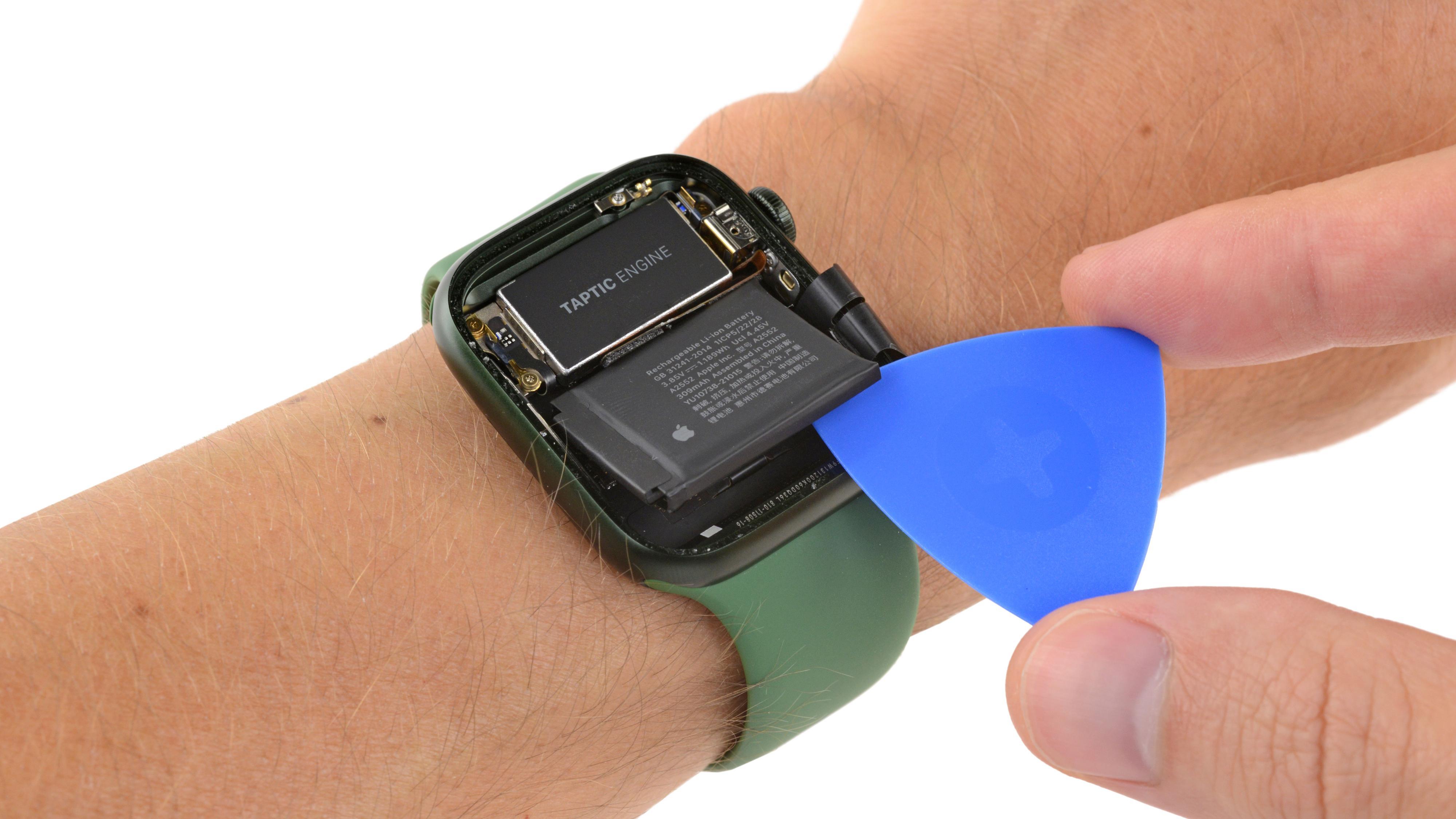 Dette fant de på innsiden av Apple Watch Series 7
