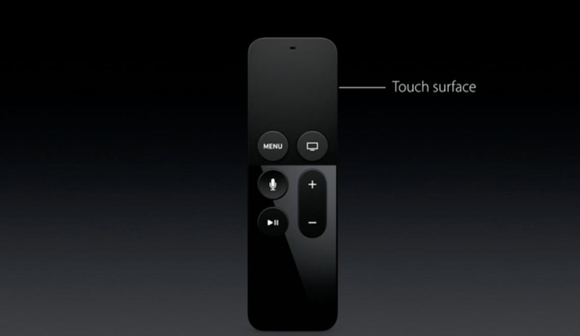 Fjernkontrollen har berøringsområde helt på toppen. Den har også en mikrofon, så du kan snakke med Siri.