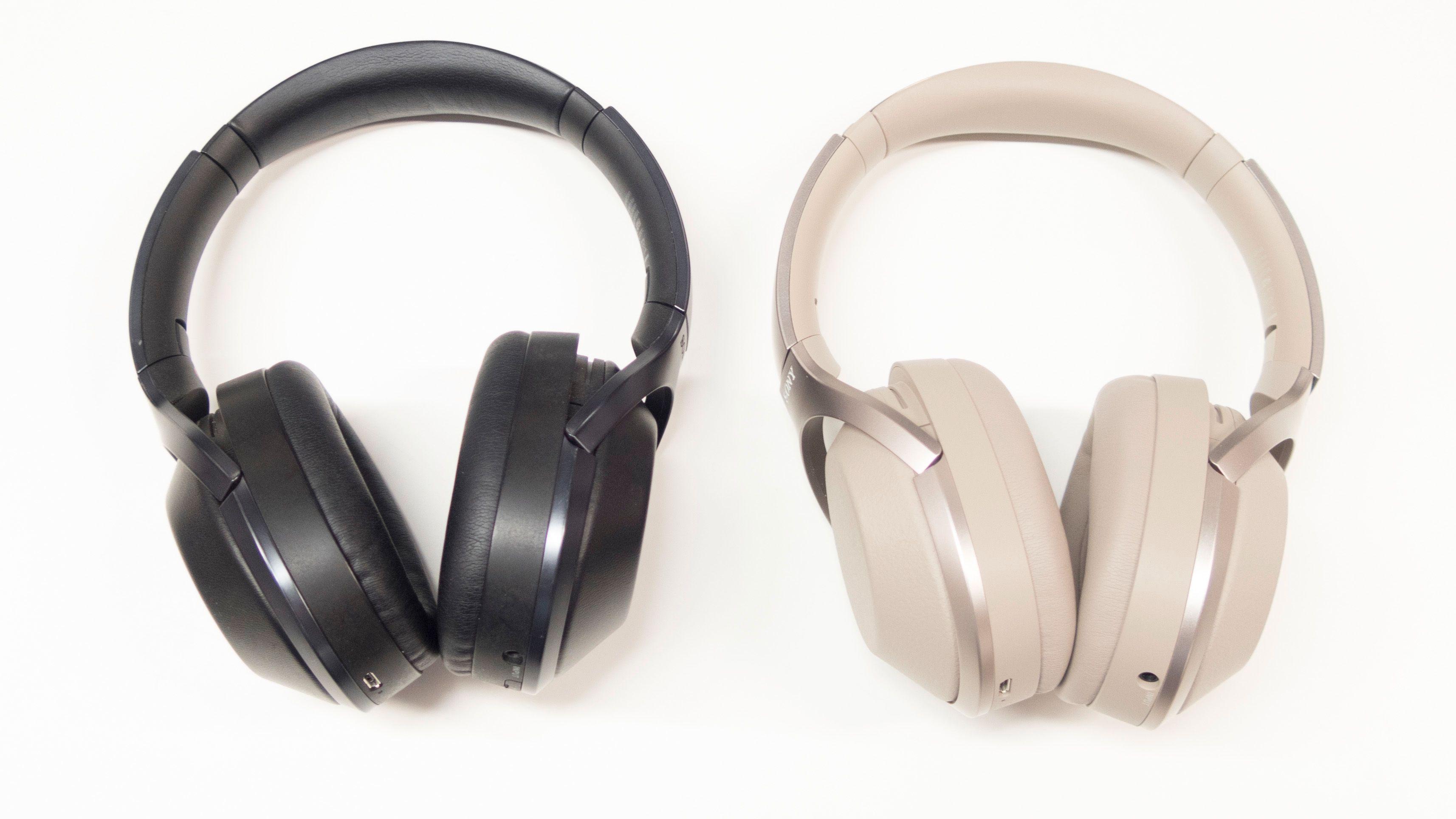 Sony MDR-1000X til venstre og Sony WH-1000XM2 til høyre.
