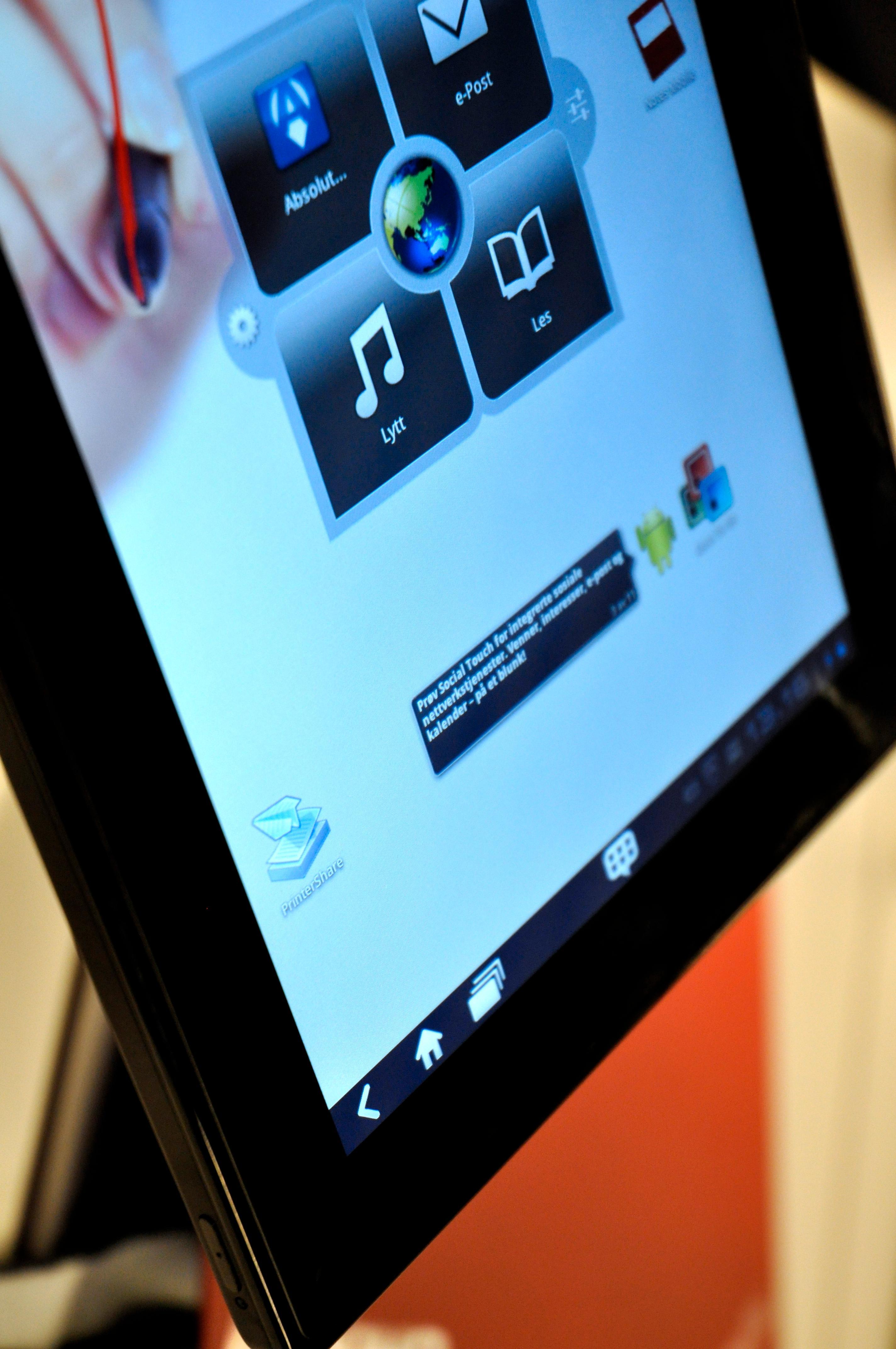 Lenovo har flikket litt på menydesignen, og de har også sin egen widget på hjemmeskjermen.