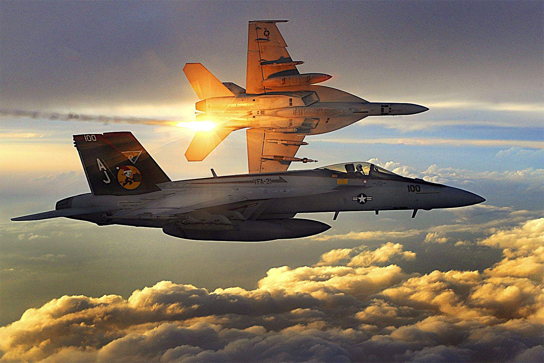 OVER AFGHANISTAN: Til sammenlikning er vingespennet på F/A-18 Super Hornet rundt 13,5 meter mot X-47Bs rundt snaut 19 meter. Horneten er imidlertid godt over seks meter lengre.Foto: Staff sgt. Aaron Allmon, U.S. Air Force (Wikimedia Commons)