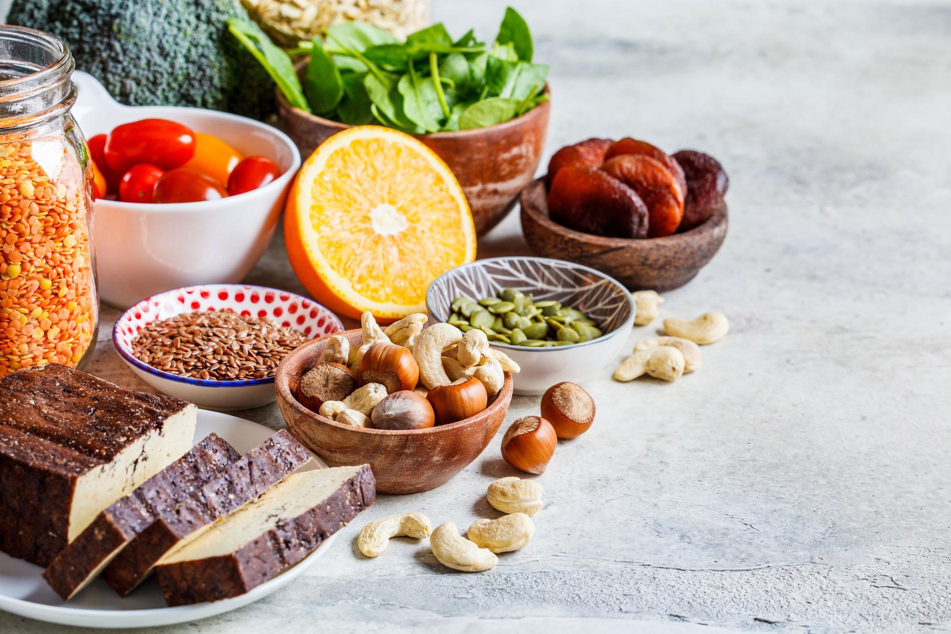Järn finns även i vegetabilisk mat som fullkornsprodukter, nötter, frön, tokad frukt och baljväxter.