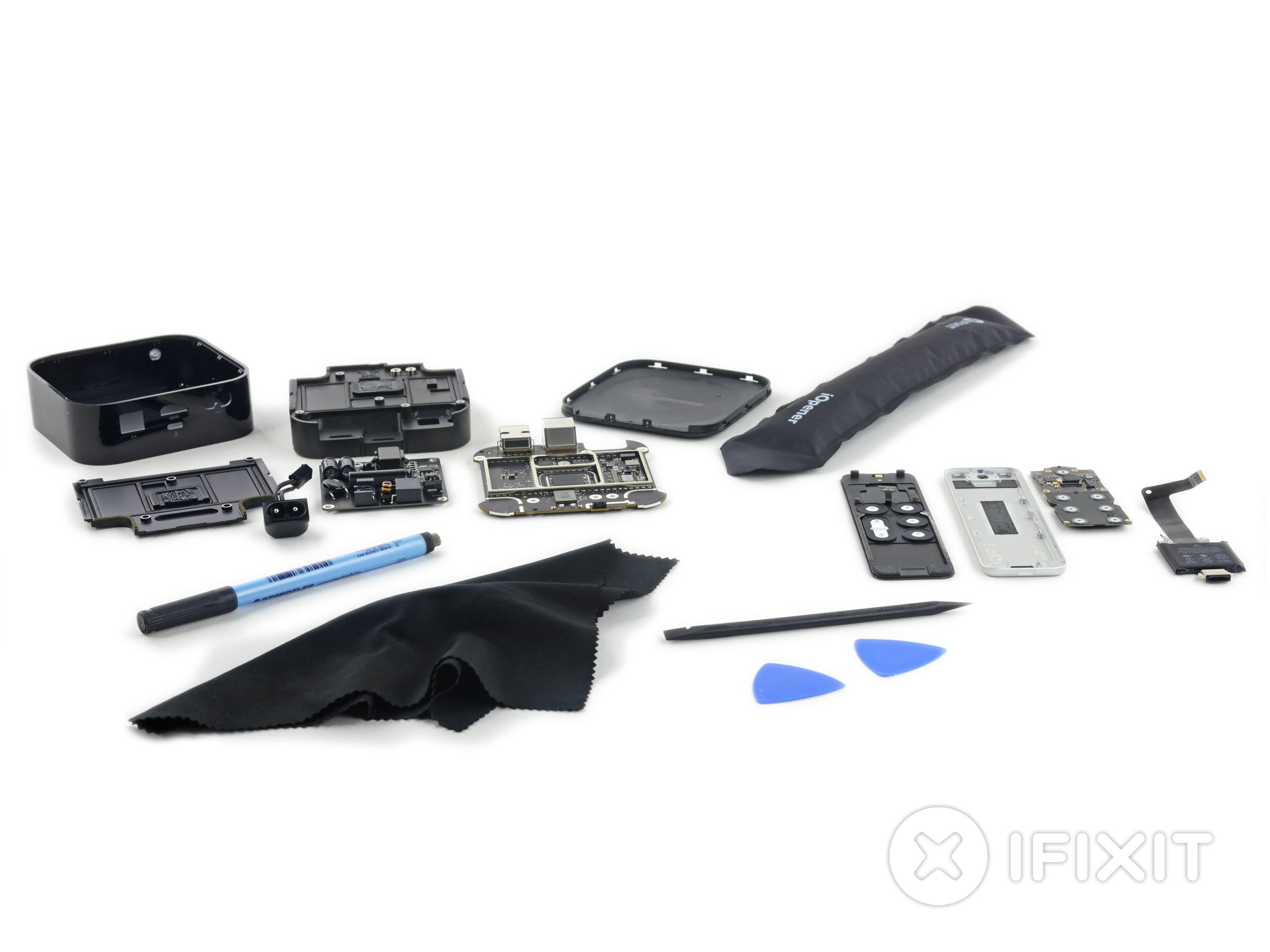 Dette er alle komponentene til nye Apple TV. Foto: iFixit
