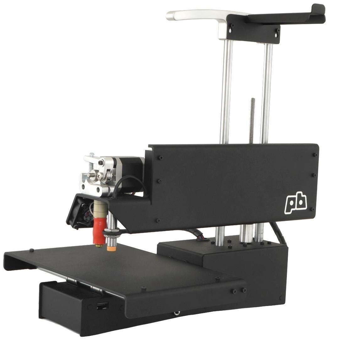 De fleste gjenstandene Virtual Foundry har laget eksempelmodeller av er skrevet ut på en Printrbot Simple. Dette er en enkel 3D-skriver til rundt 5000 kroner.