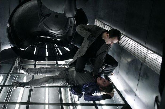 Hva ville vel en science fiction film vært uten stilisert lyssetting og mørke ganger?